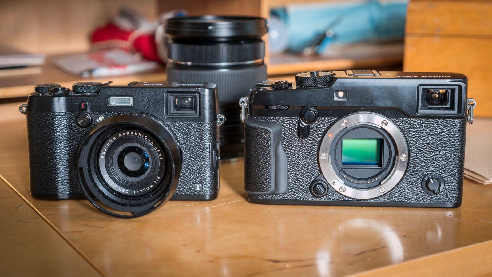 Side om side med X100T kan vi se at X-Pro2 er betydelig større (men det merkes enda bedre når du holder det i hånda), og selv om det er et ganske smalt kamera, er det for stort til at vi kan kalle det kompakt.