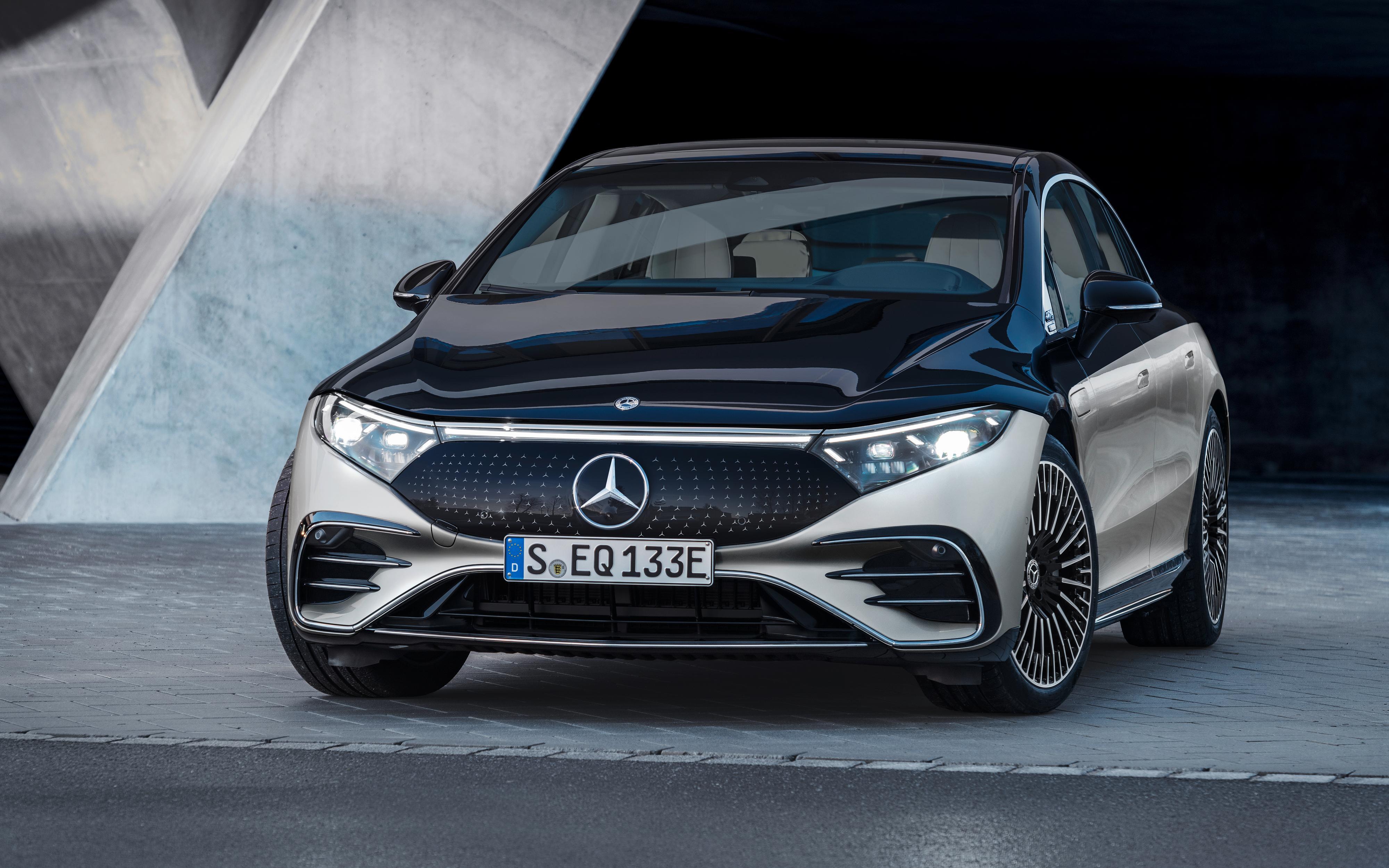 Etter måneder med slipp av små detaljer er endelig Mercedes-Benz EQS offisiell.