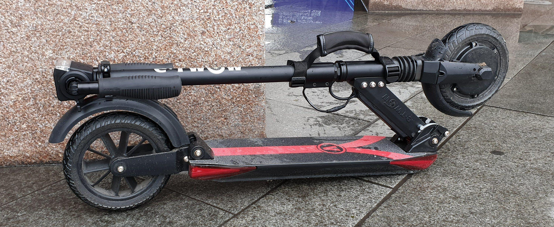Sykler som E-twow Booster V lar seg pakke sammen litt ekstra. Og den er enkel å bære med seg.