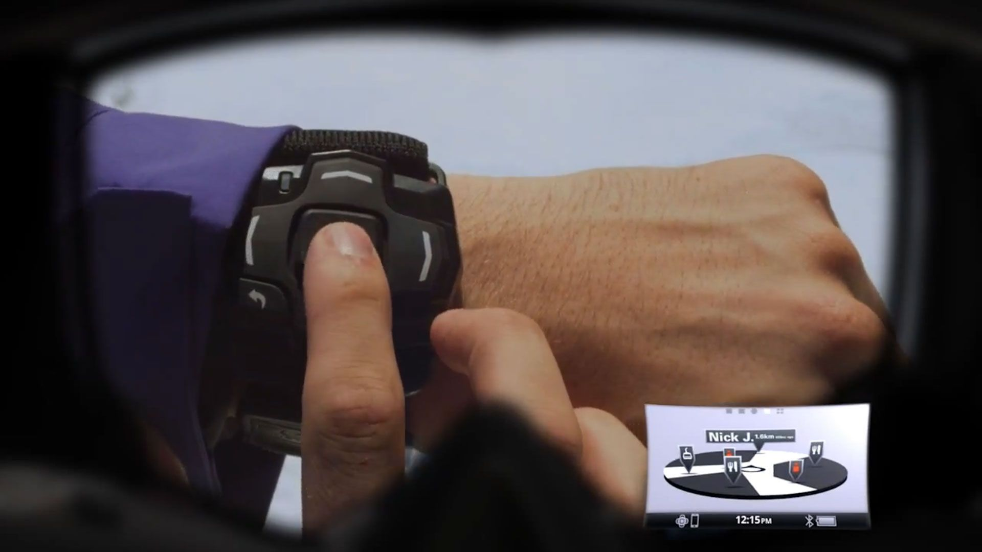 Fjernkontrollen festes på håndleddet og kan styre brillenes funksjoner.Foto: Oakley / YouTube