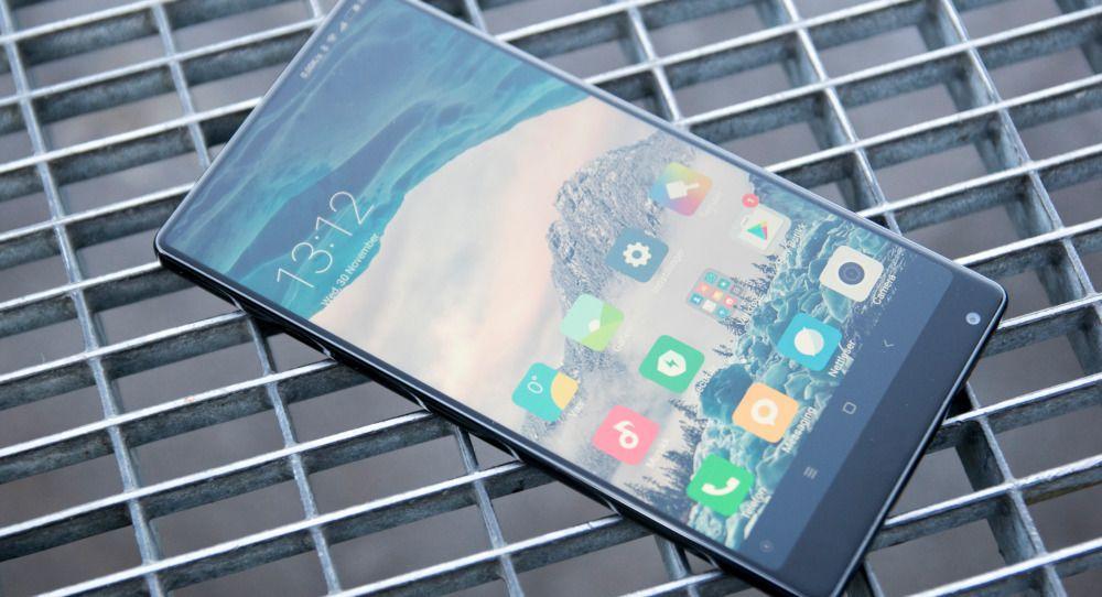 Mi Mix fra Xiaomi beskrives som en konsepttelefon man kan kjøpe. Effekten av å holde en telefon som mer eller mindre bare er en stor skjerm i hånden er så stor, at man venter at flere andre kan følge etter. Muligens blir Samsung blant dem.