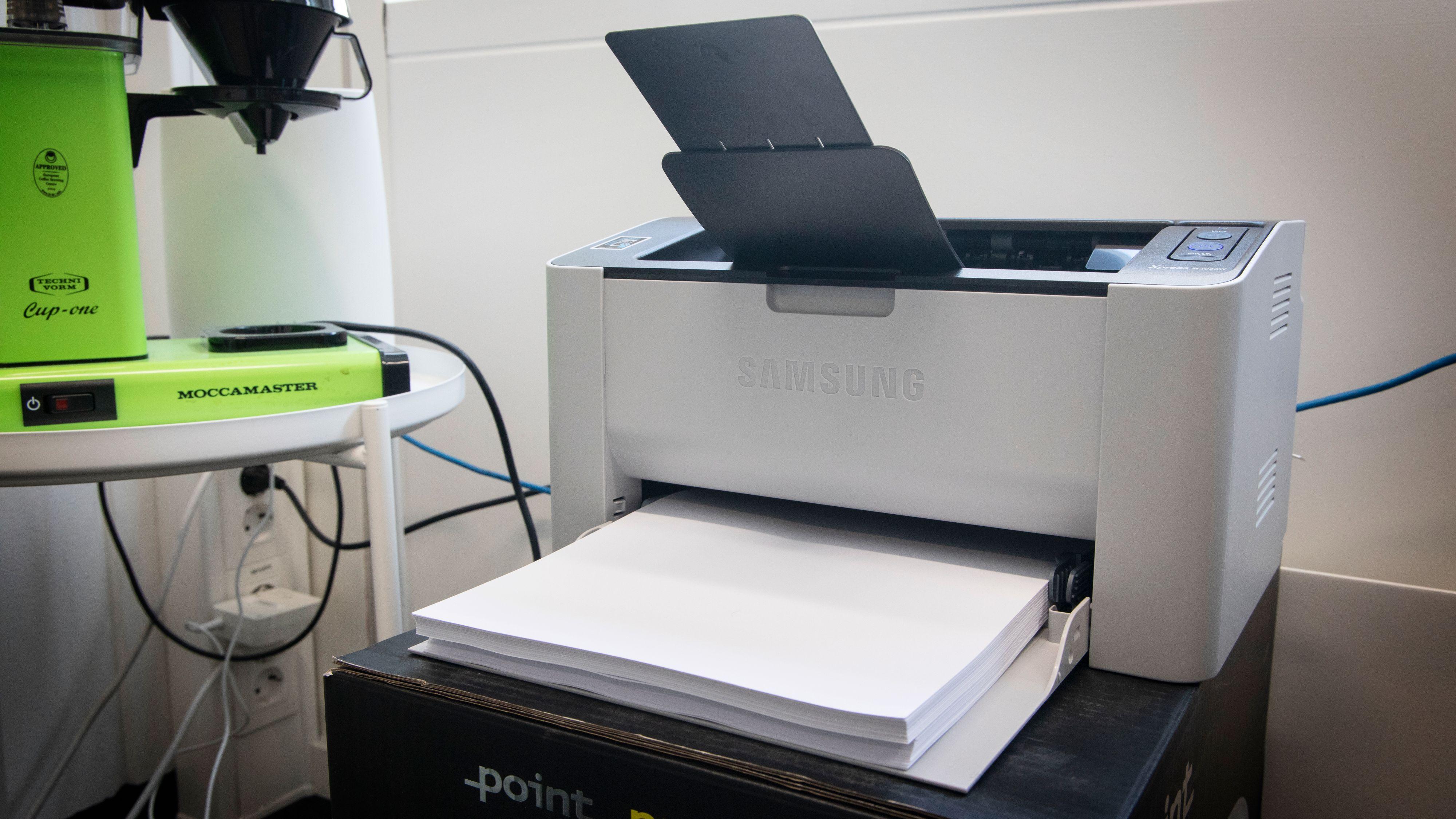 En enkel og beskjeden svart-hvitt-laser tenker du. Men det er før du har koblet den til Wi-Fi og fått programvaren til å virke uten feilmeldinger.