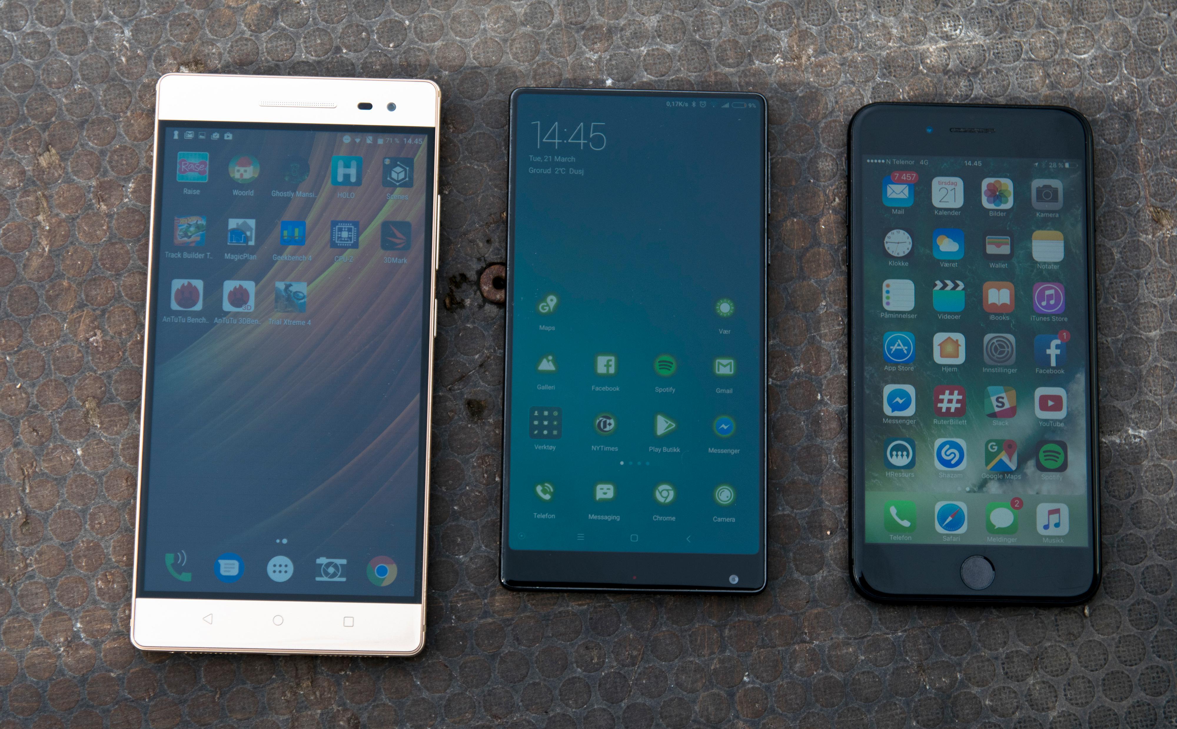 For så store telefoner er det nesten utilgivelig å ikke ha en skikkelig énhåndsmodus. Det er også dumt å fylle opp med så mye ramme rundt en skjerm som i seg selv er for stor for mange. Til høyre for Phab 2 Pro ser du Xiaomi Mi Mix med like stor skjerm, og iPhone 7 Plus med 5,5 tommers skjerm. Begge disse har gode løsninger når du ikke kan bruke begge hendene.