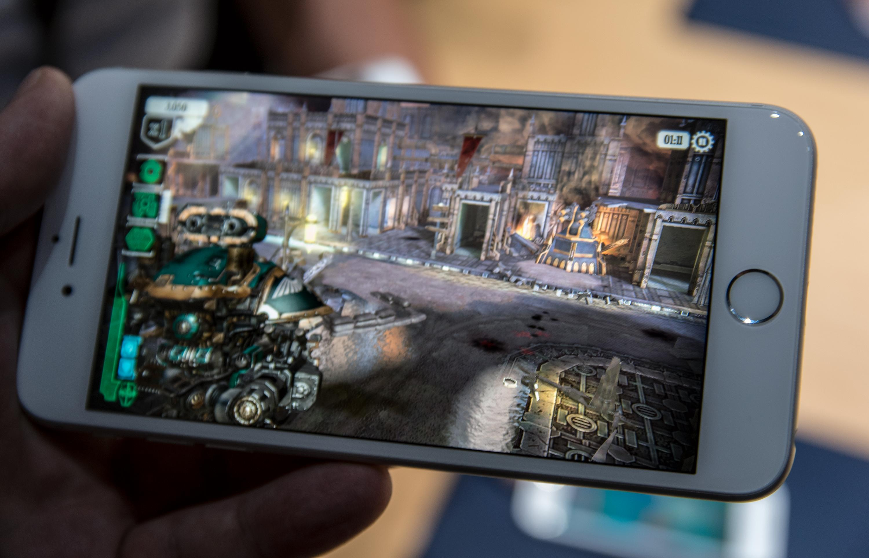 3D Touch er aller gøyest i spill. Løsningen kan gjøre det enklere for enkelte spill å gjøre overgangen fra andre typer spilldingser til mobilskjermen. Foto: Finn Jarle Kvalheim, Tek.no