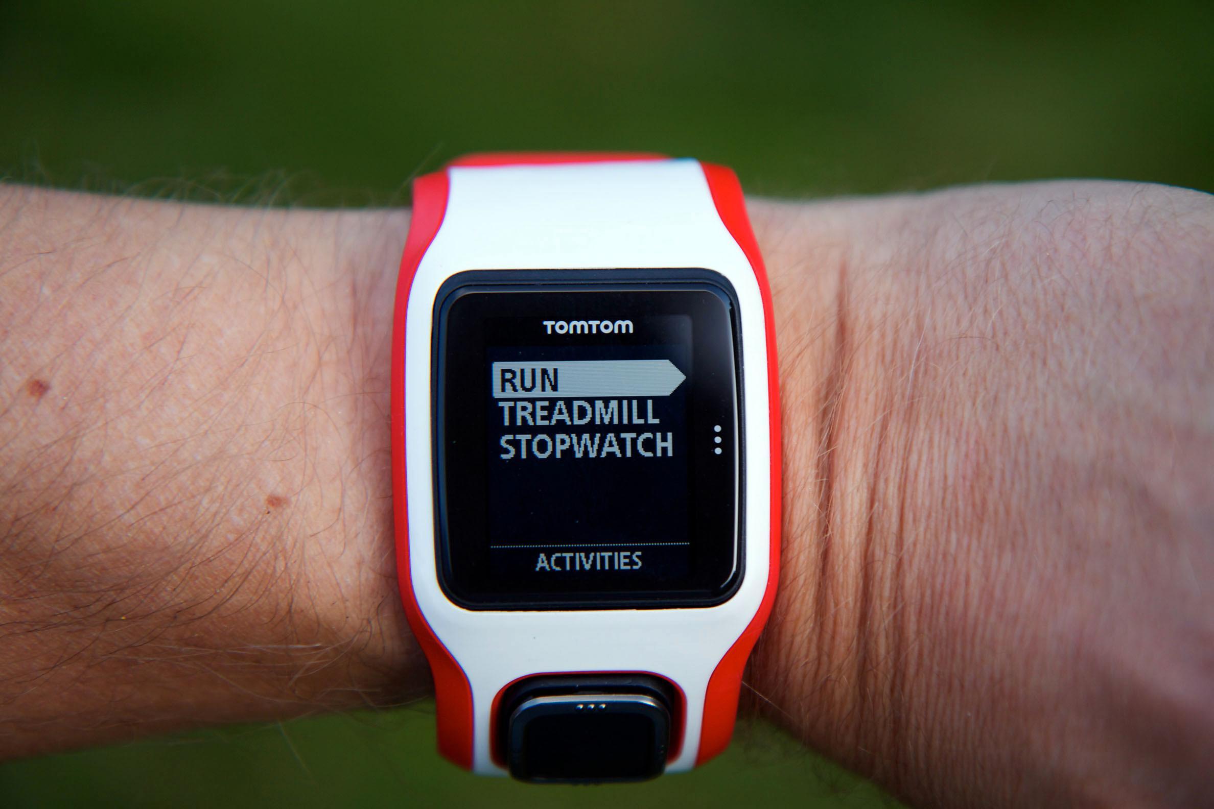 Velg mellom utendørs løping, tredemølle eller stoppeklokke. Velger du Multi-Sport-varianten av klokken, kan du også velge svømming og sykling.Foto: Kurt Lekanger, Amobil.no
