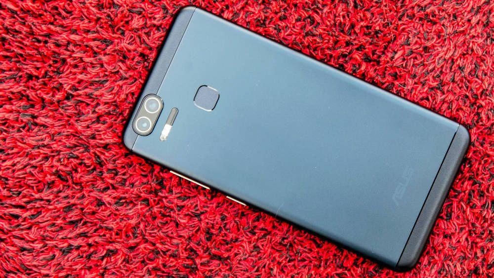 Asus kan faktisk lage ganske gode mobiler. Her ser du Asus Zenfone Zoom S.