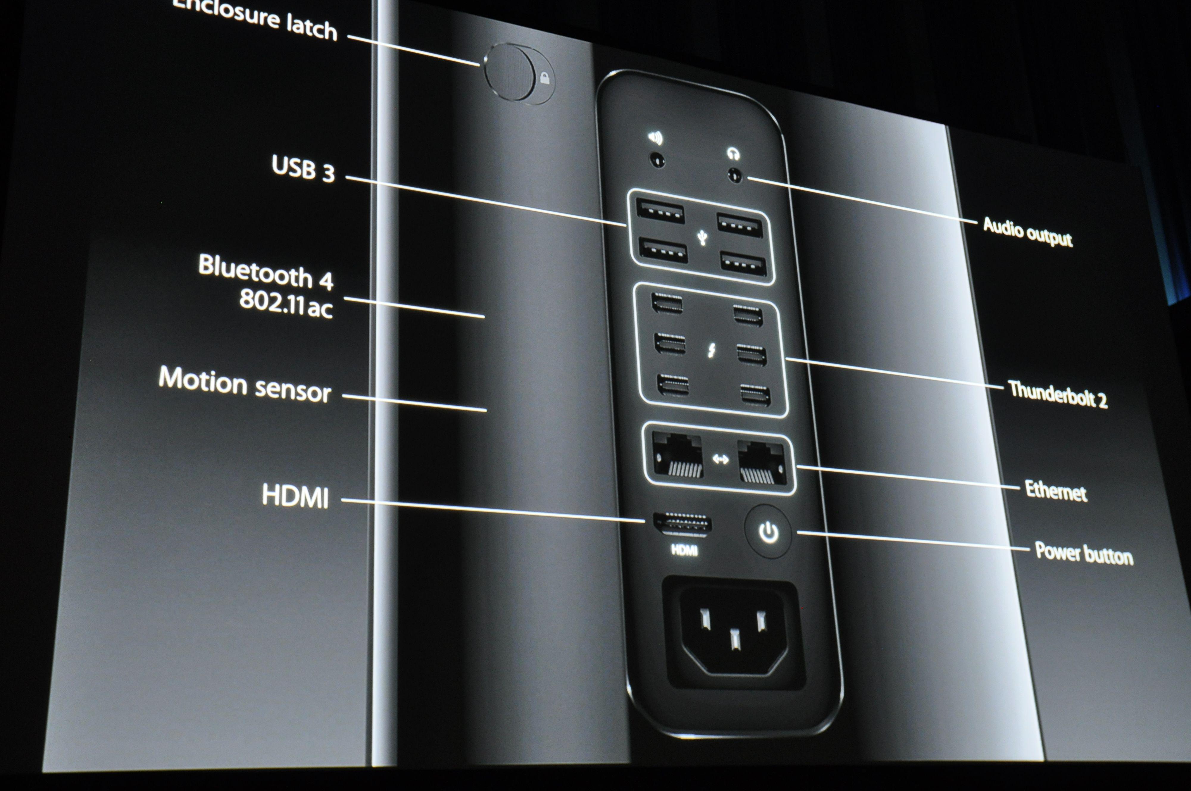 Portene på Mac Pro lyser opp når du flytter på den, slik at det skal være lett å finne frem. Foto: Finn Jarle Kvalheim, Amobil.no