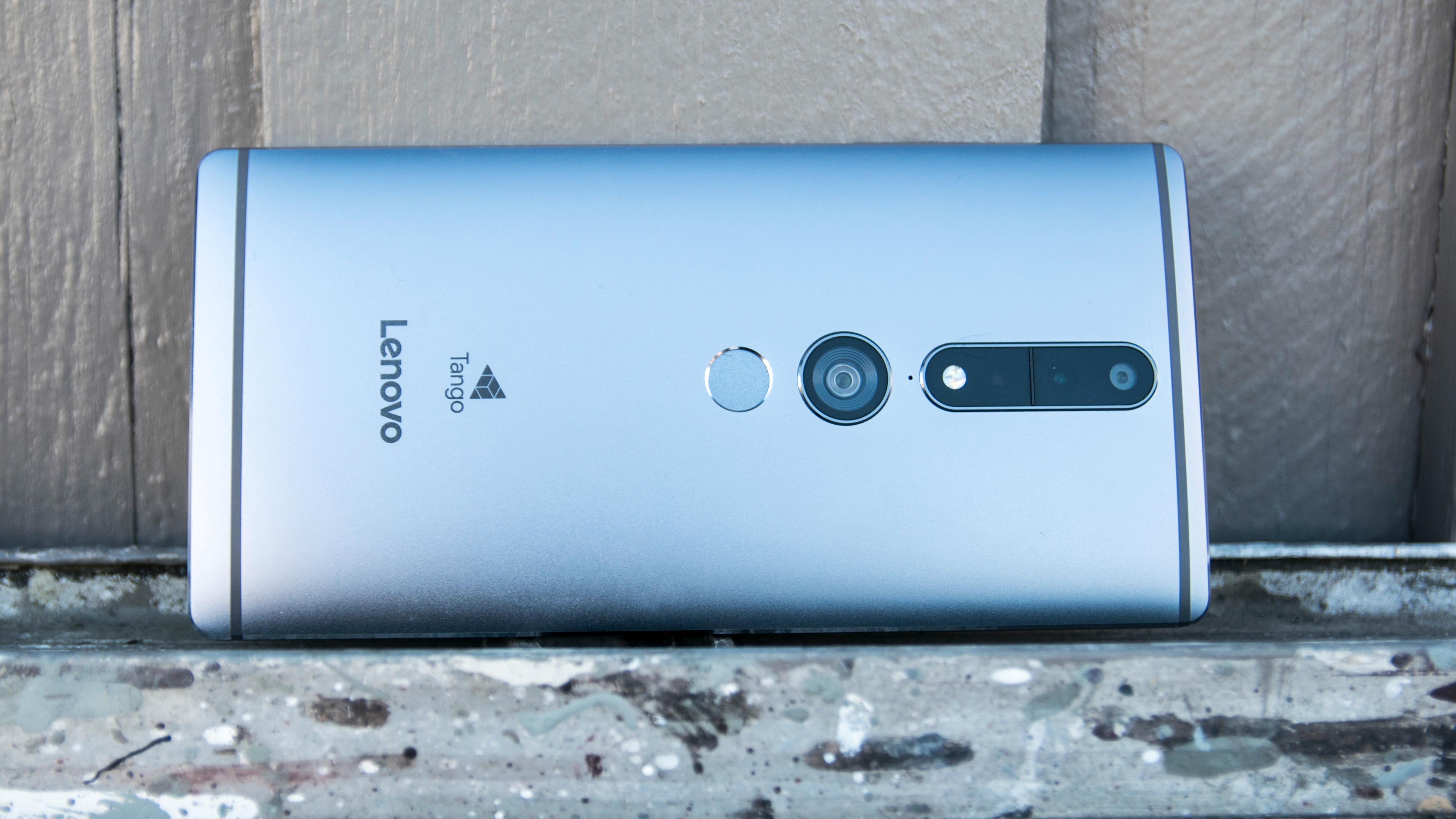 Det er en velbygget og pen telefon, dette. Aluminium og glass i en rimelig flott pakke. Men når størrelsen blir så ekstrem som den er her, blir det nok uansett lenge mellom hver gang du ser en av disse i noens hender.