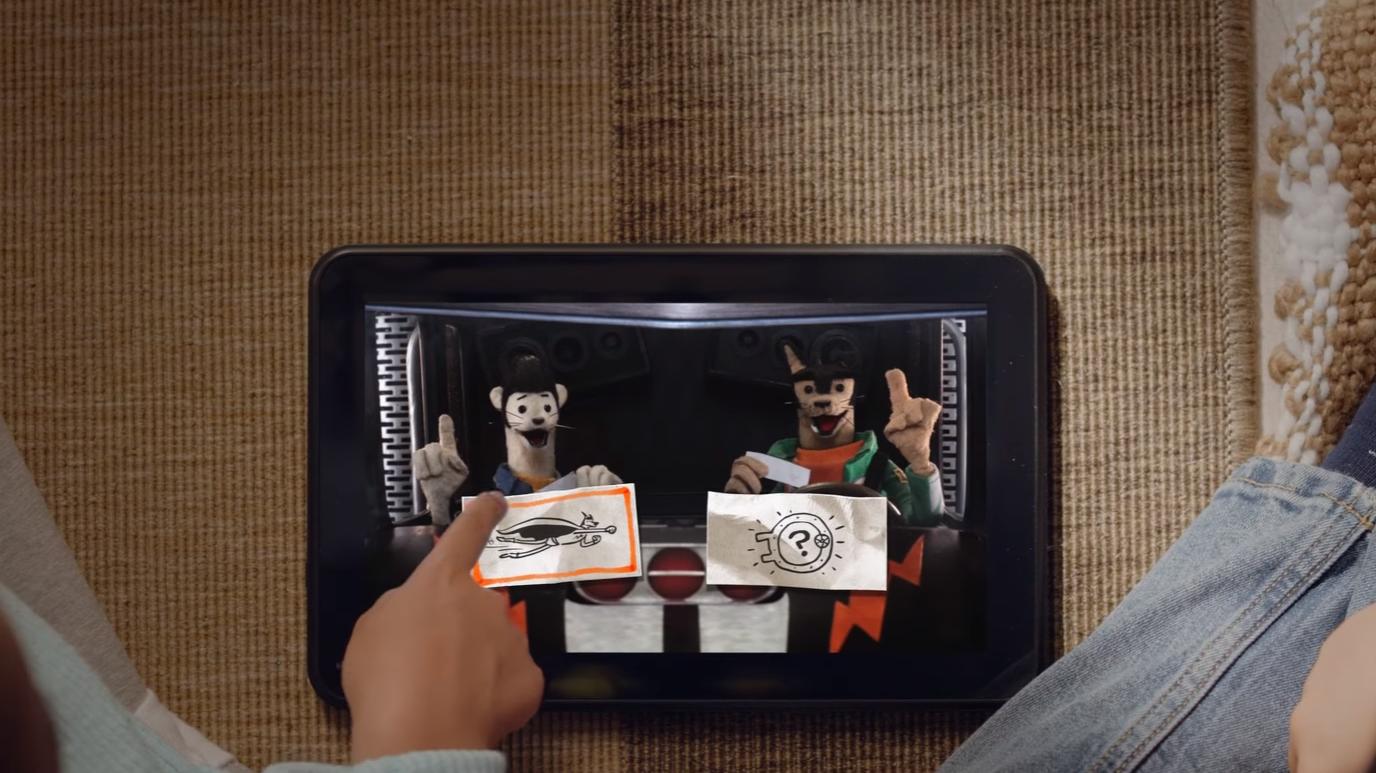 De interaktive programmene Netflix har sluppet hittil lar brukeren ta valg underveis ved å bruke fjernkontrollen på TV-en, eller ved å trykke på skjermen om man bruker en berøringsenhet. Bilde: Netflix