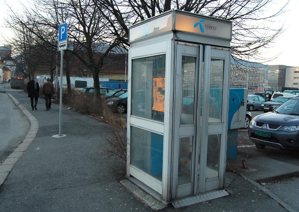 Vi mistenker at enkelte telefonkiosker kan inneholde ubehagelige lukter, som urin og øl, men vårt testeksemplar var luktfri.