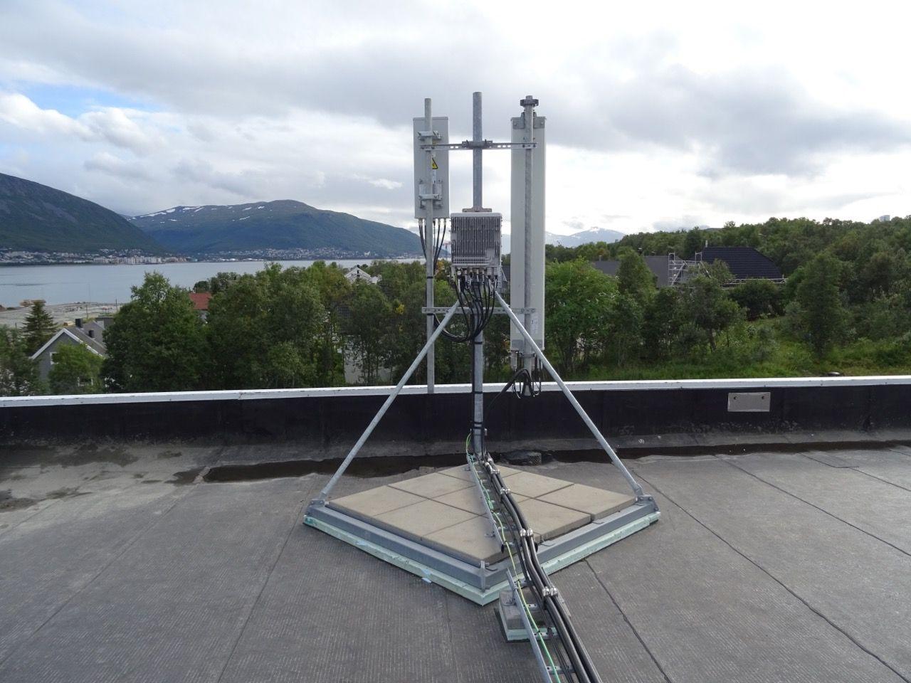 Her er en av de nye 5G-basestasjonene Ice har satt opp i Tromsø.