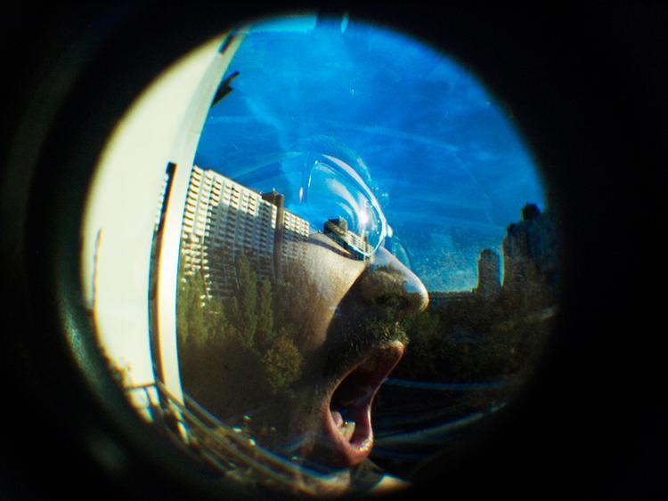 Eksempel på dobbelteksponering med fisheye-objektivet.Foto: Lomography