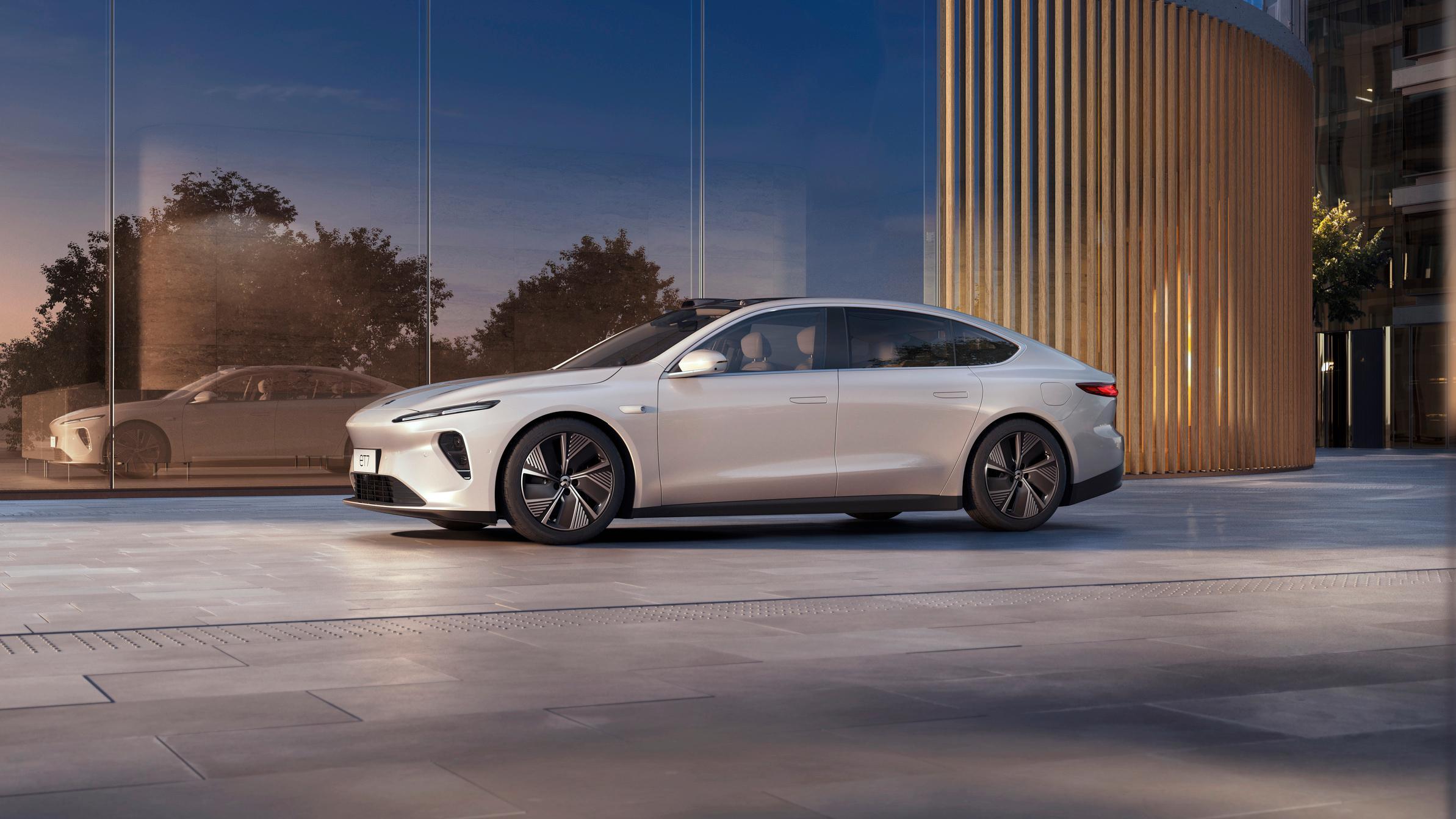 Nio ET7 blir ikke veldig ulik Tesla Model S i utformingen. Den skal være på markedet i starten av 2022.