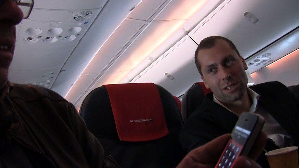 Så spørs det da, hva dine medpassasjerer synes om at du vil prate i mobilen mens du reiser med fly. Direktør i Call Norwegian, Stephen Parsli, er mest bekymret over at vi ikke får det til å fungere på lanseringsturen.