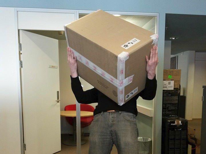 Esken kortet kom pakket i, som Facebook-følgerne våre fikk se, var definitivt stor nok.Foto: Hardware.no