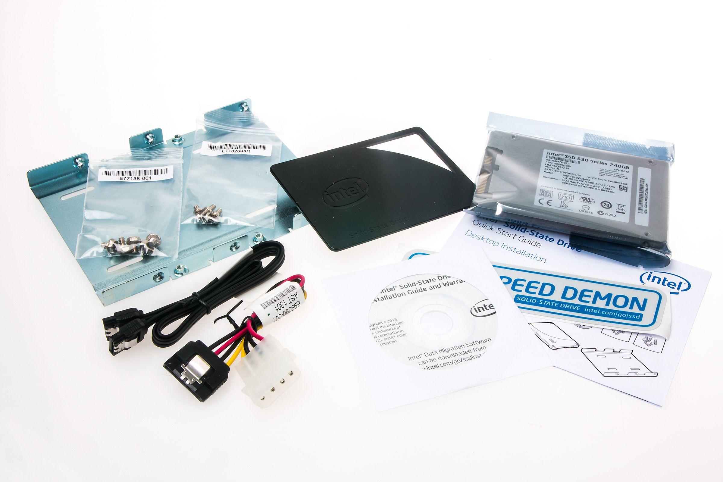 Nok av ekstrautstyr i pakken til Intel 530 Series.Foto: Varg Aamo, Hardware.no