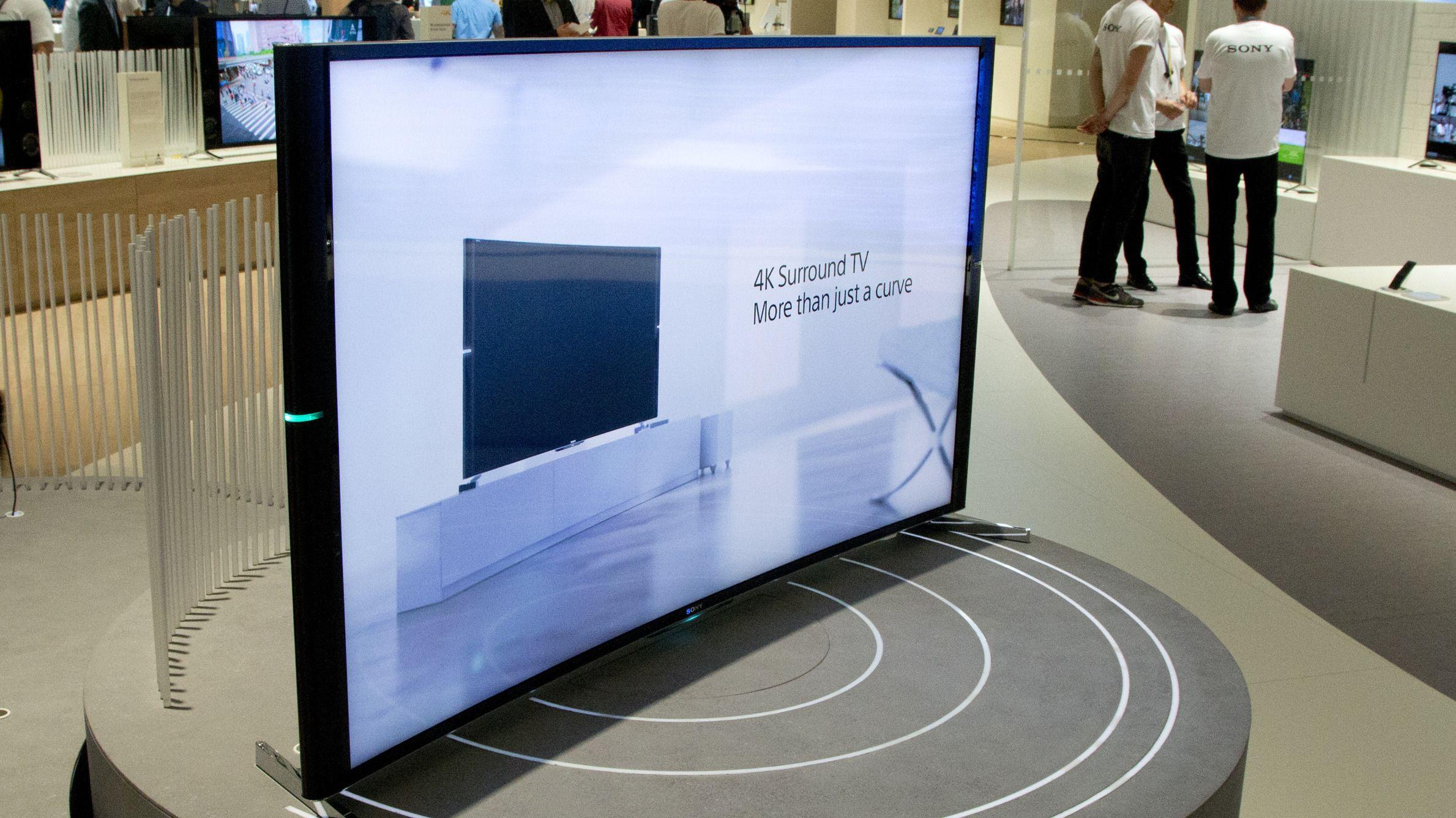 Sony kom også med en buet TV.Foto: Rolf B. Wegner, Hardware.no