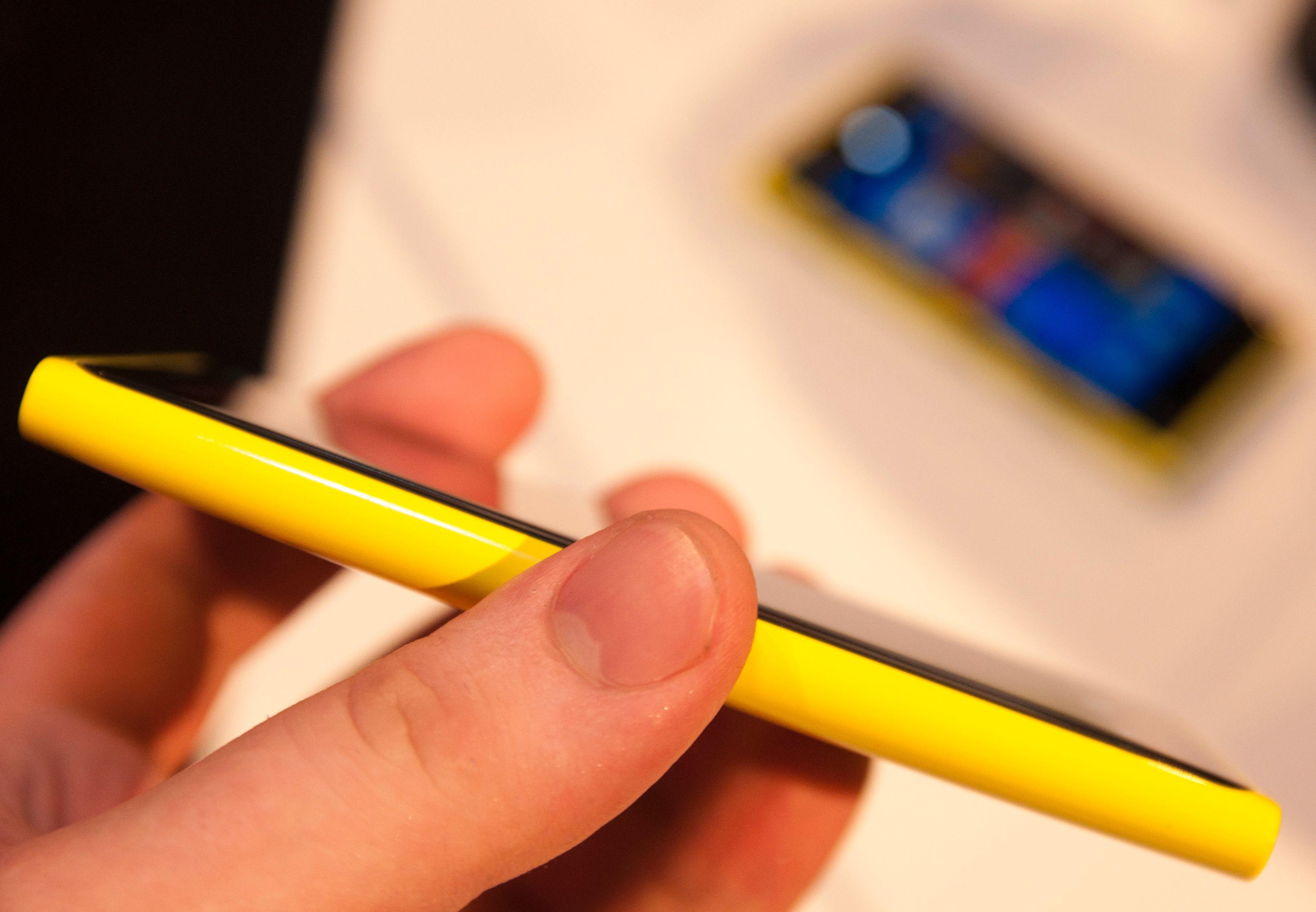 Akkurat som med de tidligere modellene er det knallfalger som gjelder med de nye. Telefonen ligger også svært godt i hånden.