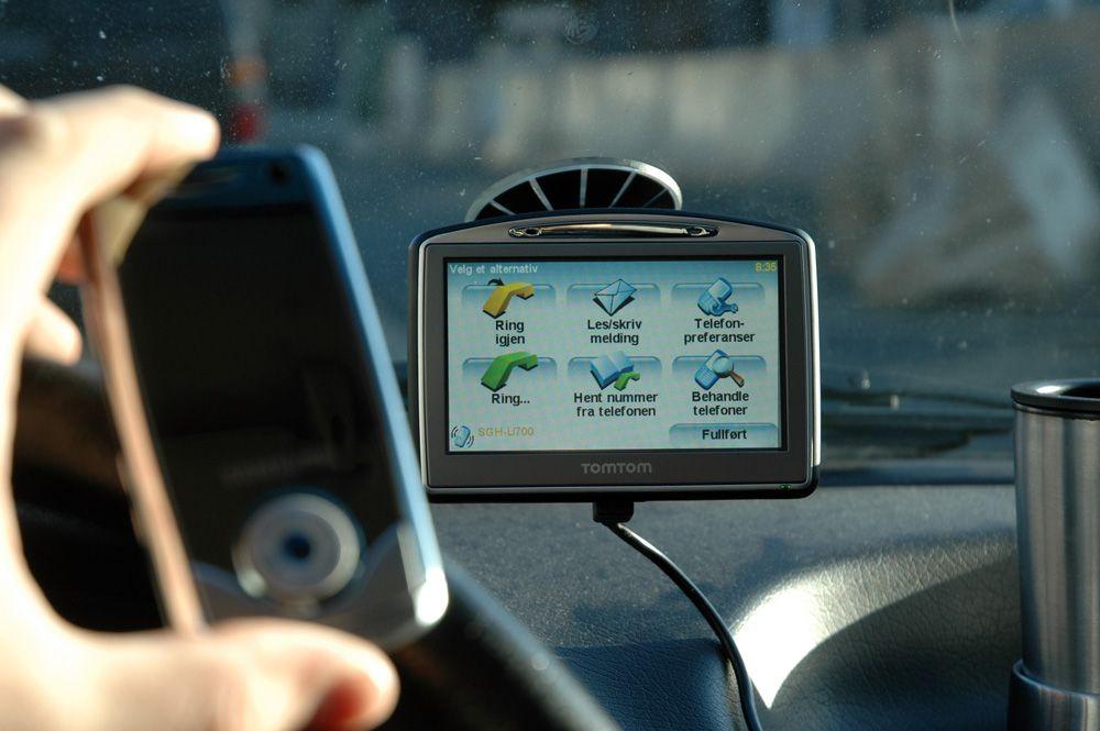 GPS-en kan brukes som håndfri og til å sende og motta SMS.