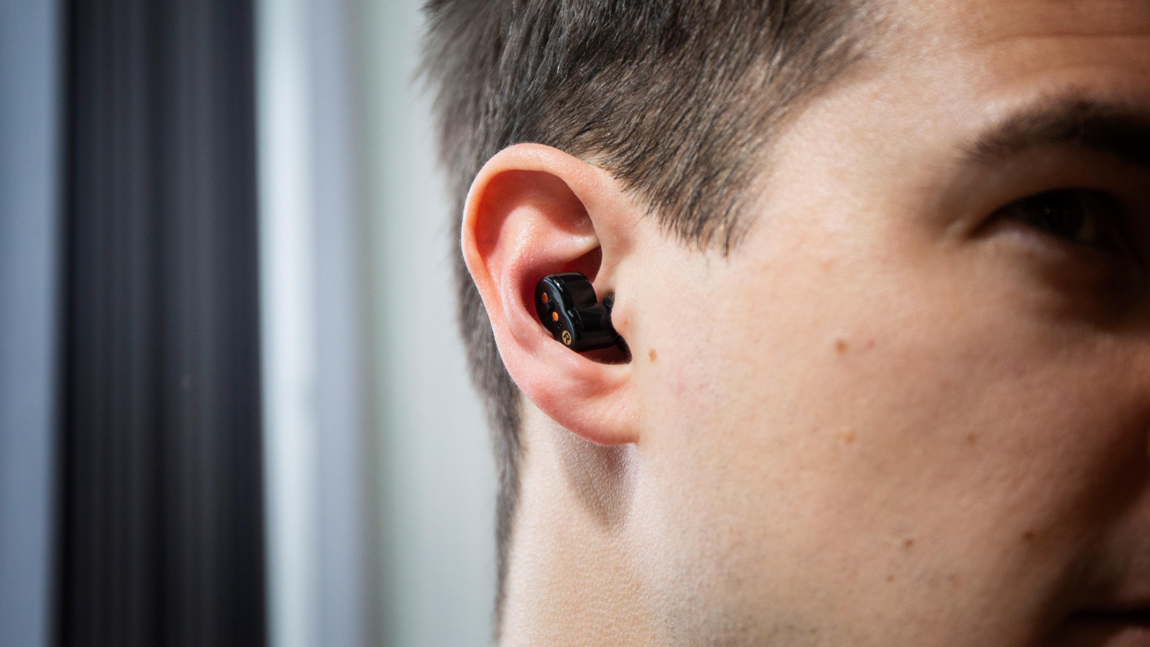 Vil du bruke QuietOn-proppene utenfor soverommet er de naturligvis også små og diskré i øret.