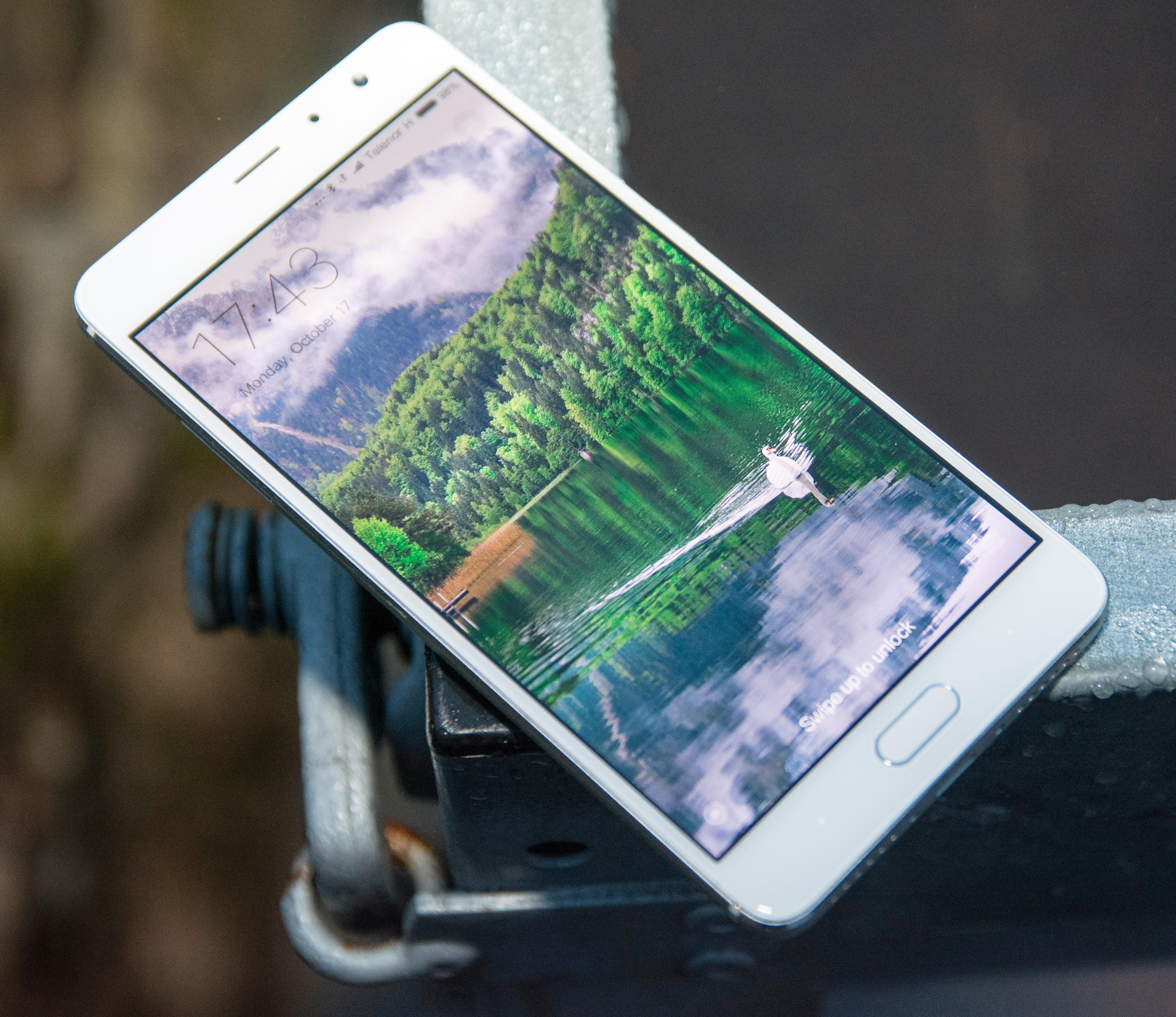 God skjerm og pen design er ingen selvfølge i en telefon som i utgangspunktet ligger på 2000 kroner. Ferdig importert til Norge vil den antakeligvi svinge opp forbi 3000 kroner, og da havner den i langt kvassere konkurranse.
