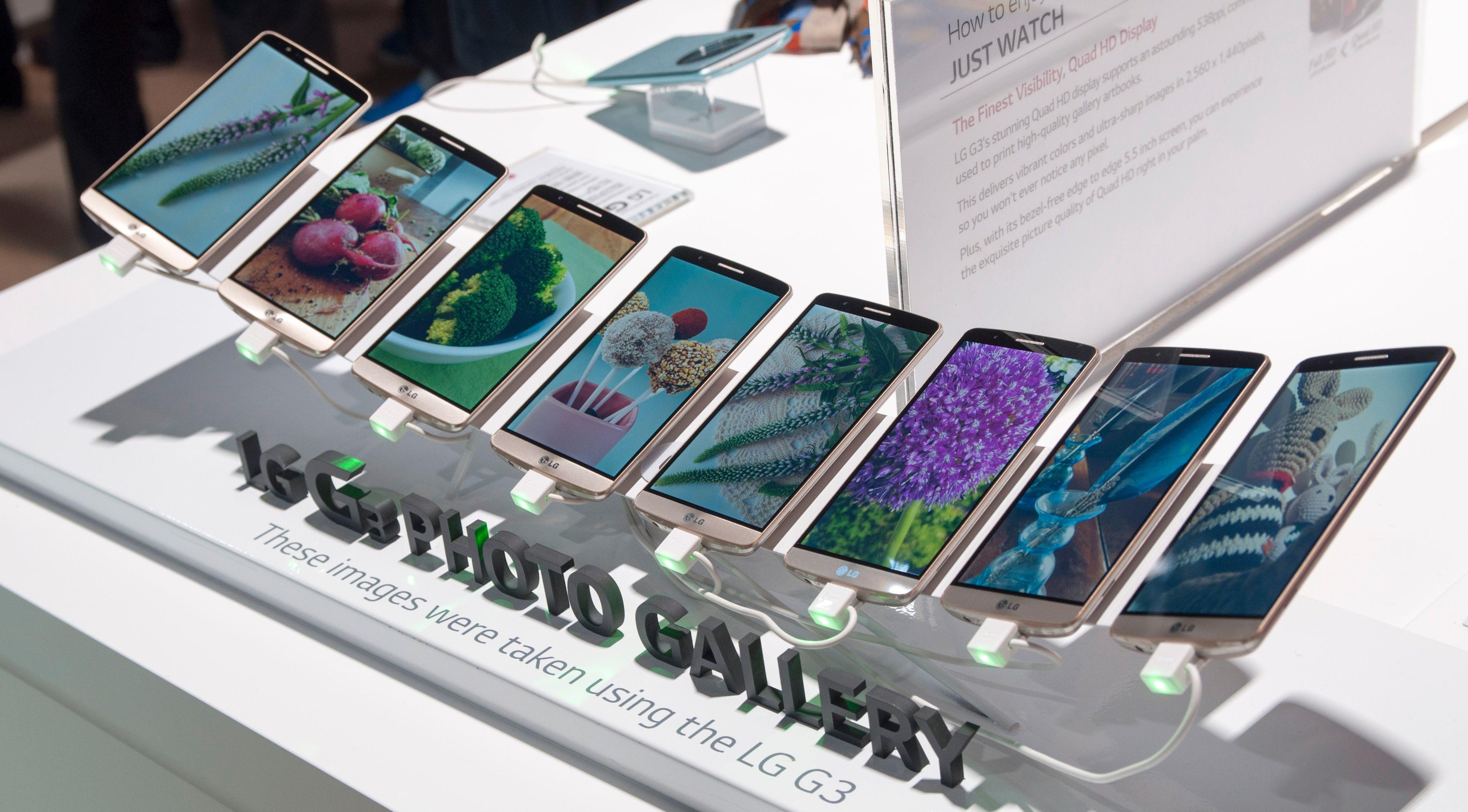 LG har alltid vært flinke til å stille ut produktene sine på lanseringer. Her viser de frem et utvalg bilder tatt med telefonen.Foto: Finn Jarle Kvalheim, Amobil.no