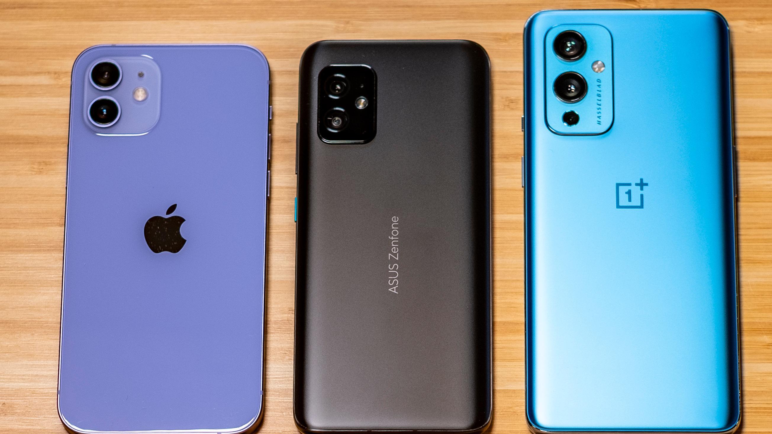 Fra venstre; Apple iPhone 12 i den nye lilla fargen, Asus Zenfone 8 og OnePlus 9 (ikke Pro-versjonen).
