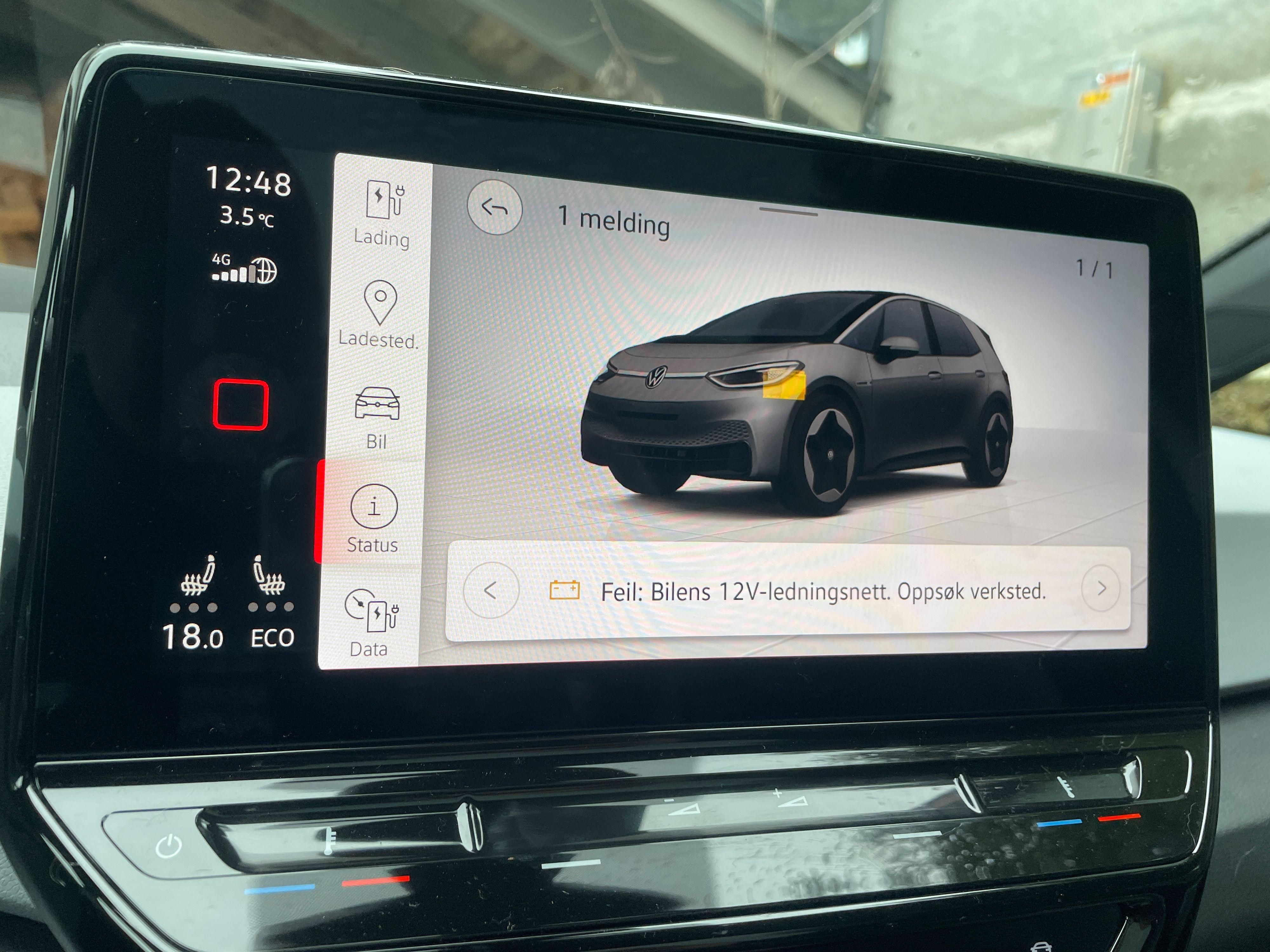 Antakeligvis er 12V-batteriet dødt etter lang ståtid i Tyskland. Det er i hvert fall det flere ID.3-brukere i bilgrupper på Facebook mener.