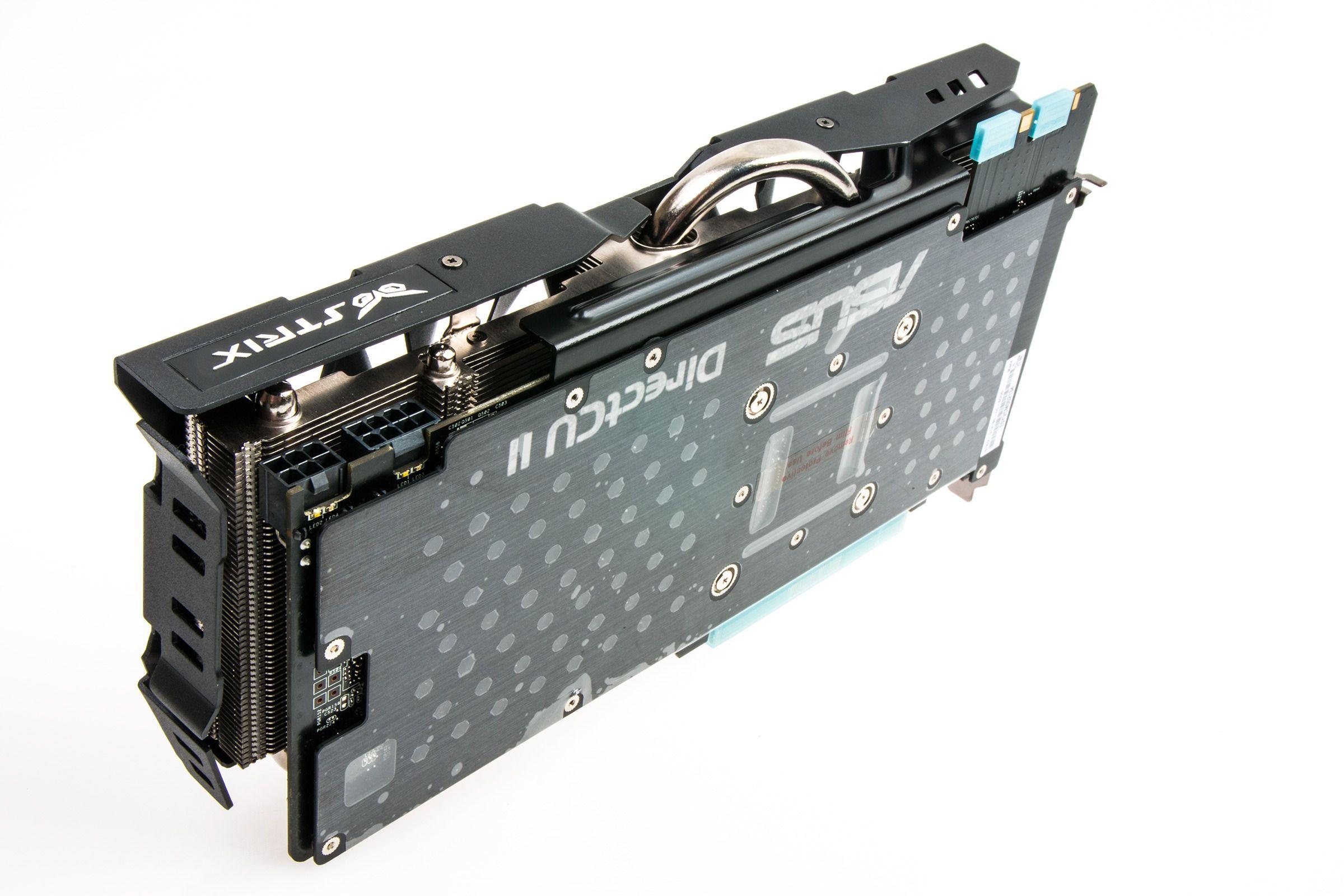 Skjermkortet måler 286 x 145 x 42 millimeter, og er altså temmelig omfangsrikt.Foto: Varg Aamo, Hardware.no