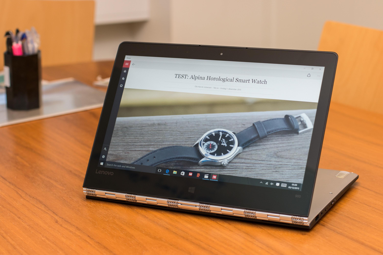 Stativmodus henter skjermen nærmere deg og passer når du ser film eller viser bilder. Et trykk på Windows-logoen åpner startmenyen.Foto: Anders Brattensborg Smedsrud, Tek.no