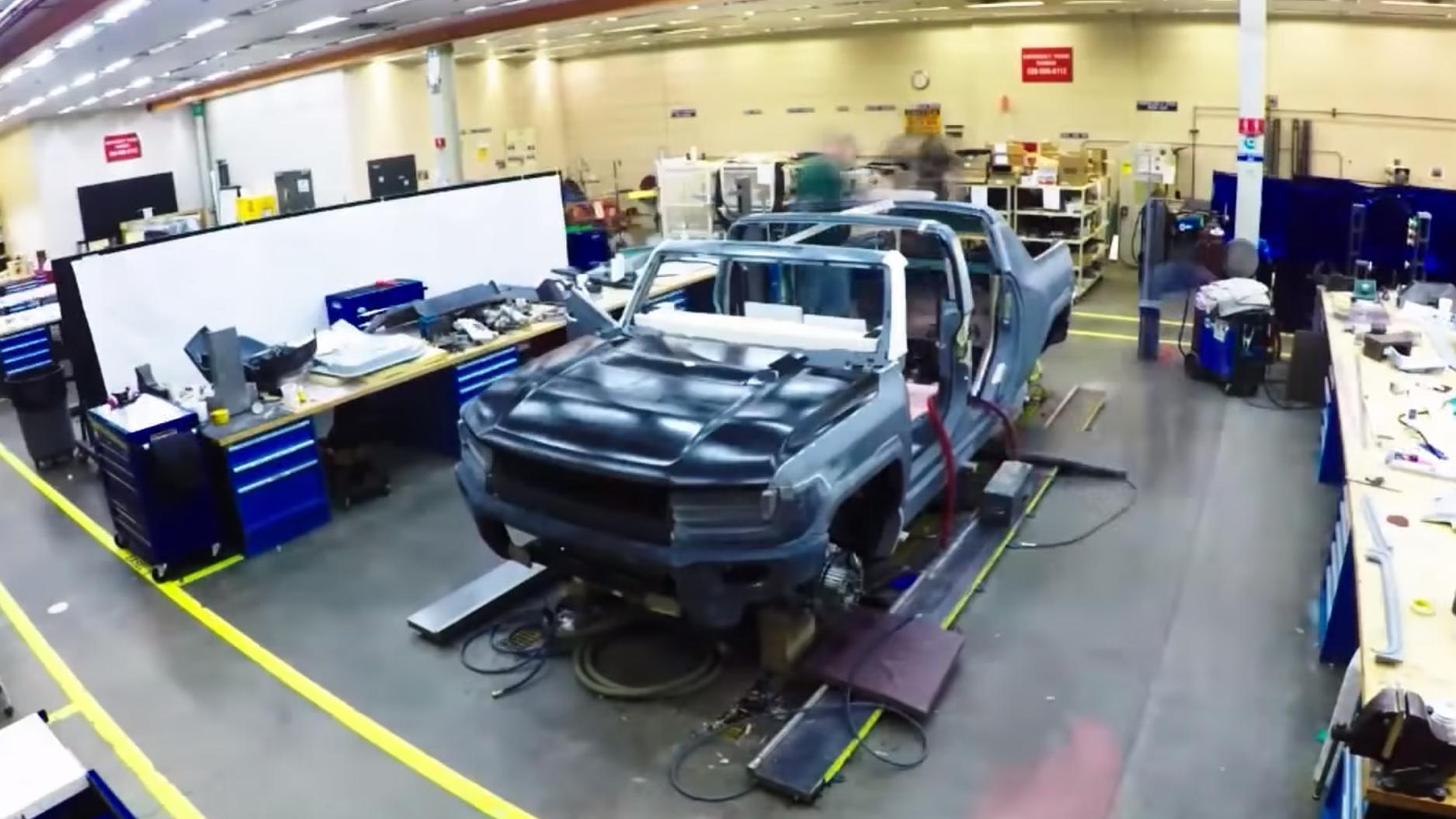 En prototype av bilen under bygging.