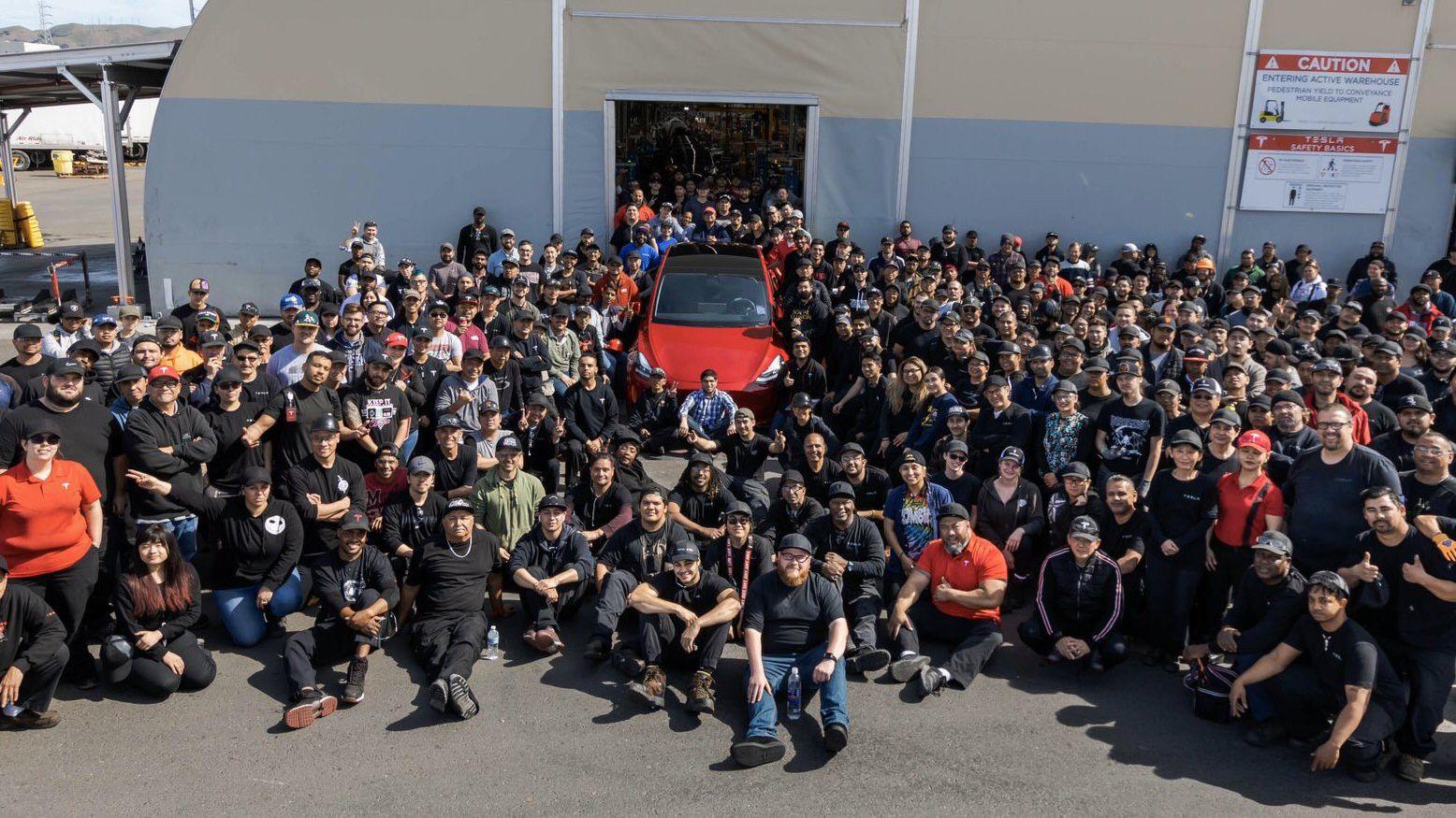 Tesla ruller ut bil nummer én million