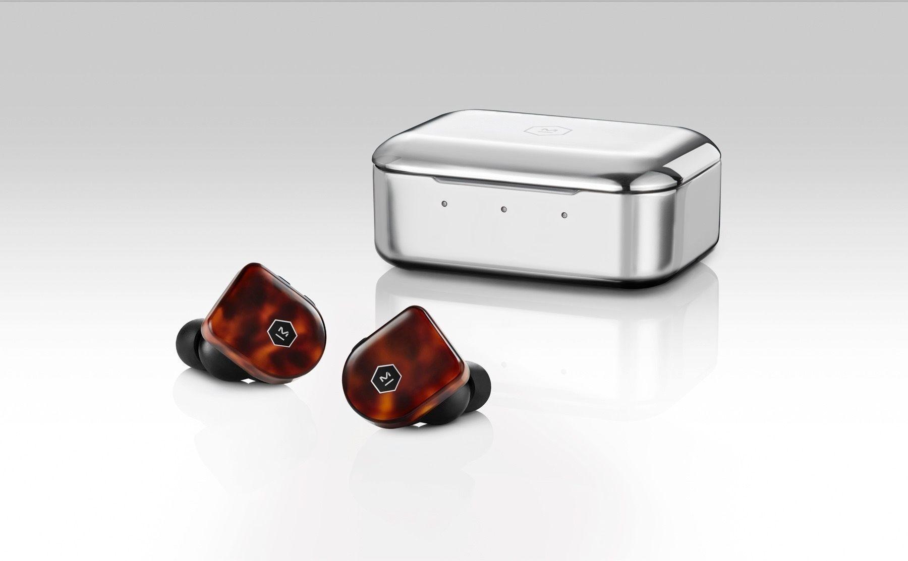 Proppene kan lades tre ganger i etuiet før det går tom for batteri. Det ekstremt ripeutsatte ståletuiet lever tilsynelatende videre.