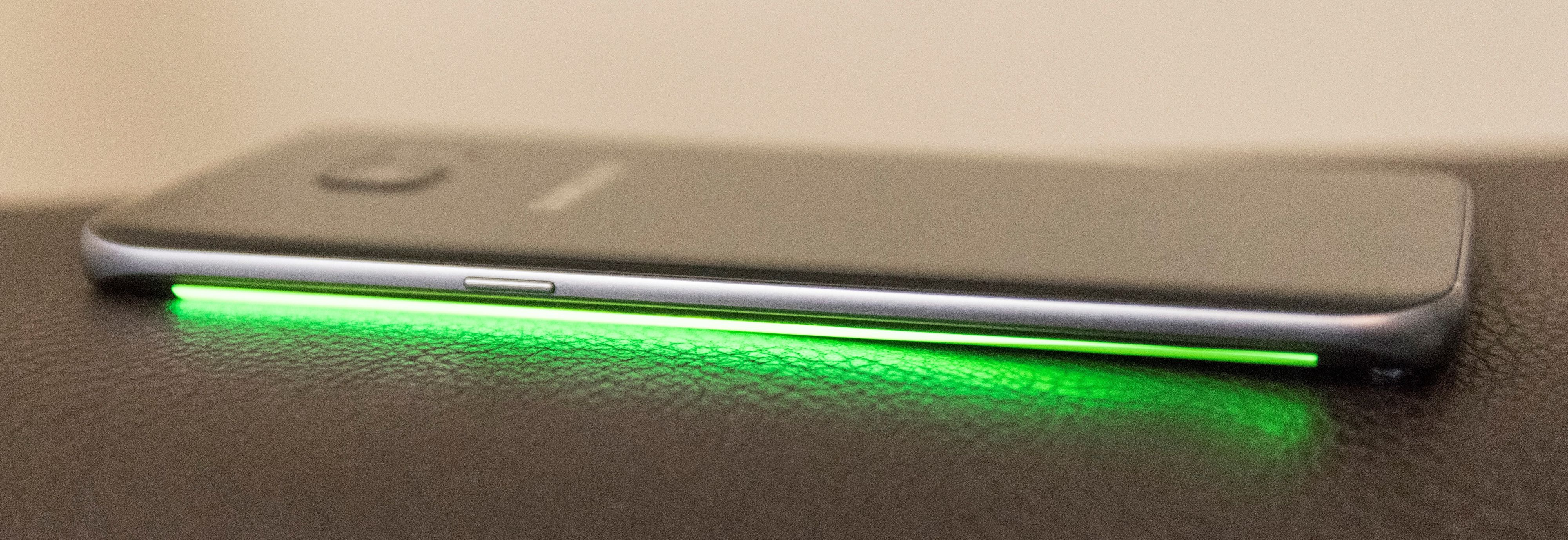 Telefonen gir deg visuell varsling om anrop også når den ligger med skjermen ned.