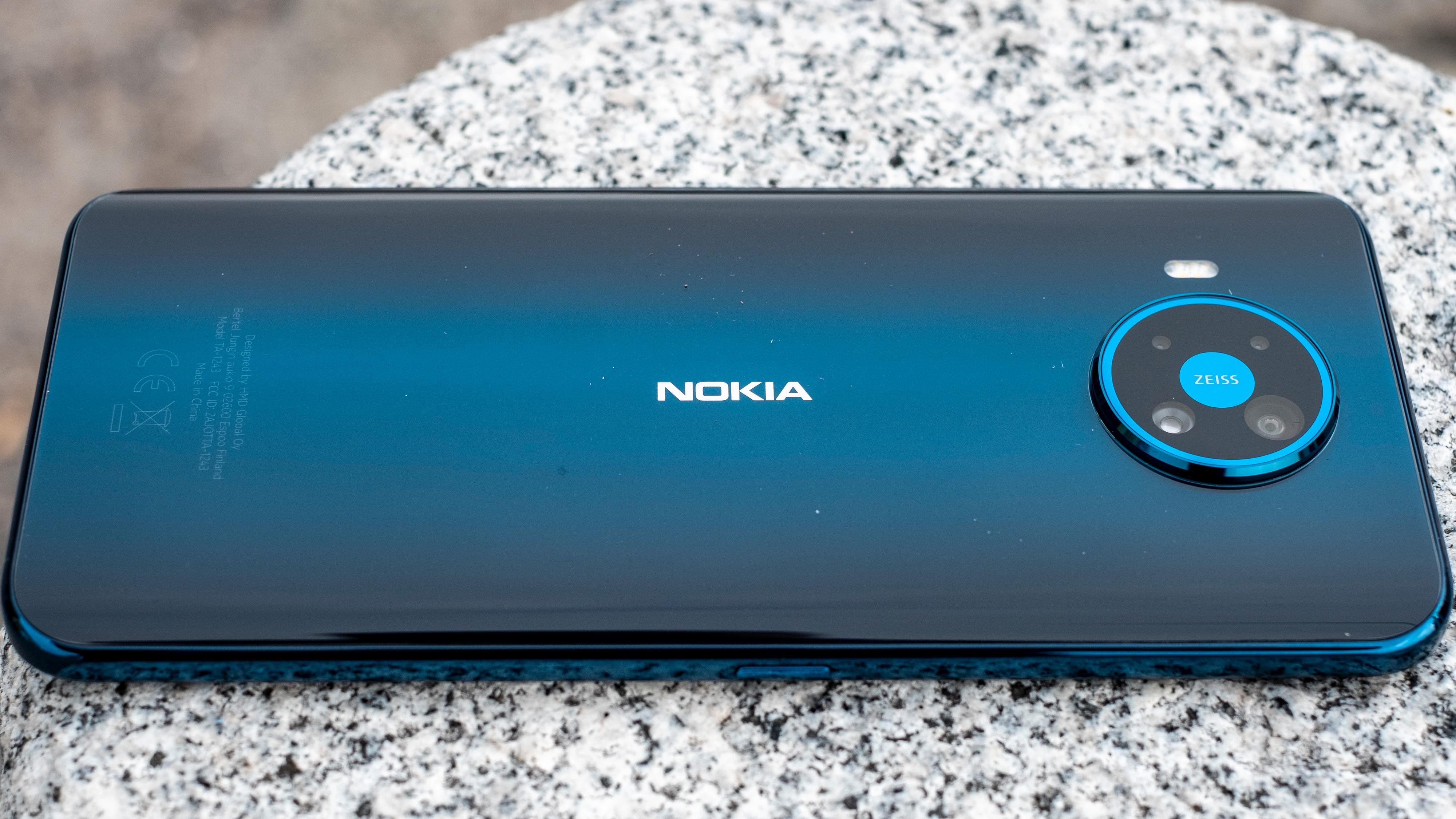 Nokia 8.3s konkurrenter koster fire-fem tusenlapper - ikke syv-åtte, som denne telefonen koster. Men i det minste får du en bakside av glass her, der de rimeligere mobilene byr på plast. Men ellers har du alt å vinne på å gå ned i pris fra 8.3, eller kjøpe noe annet rundt 8.000 kroner.