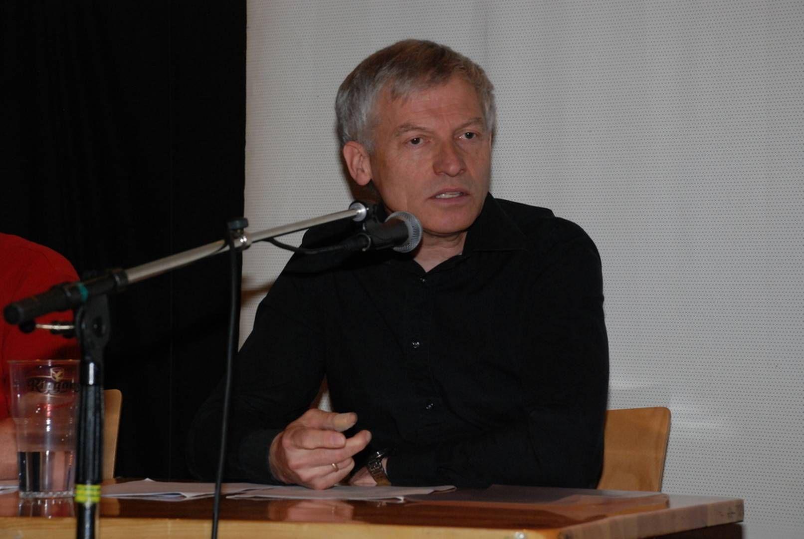 LEI: - Jeg har vært brukt 18 år av livet mitt på å forske på el-overfølsomhet. Nå gidder jeg ikke mer, sa førsteamanuensis Arnt Inge Vistnes ved Fysisk Institutt ved Universitetet i Oslo i 2010.