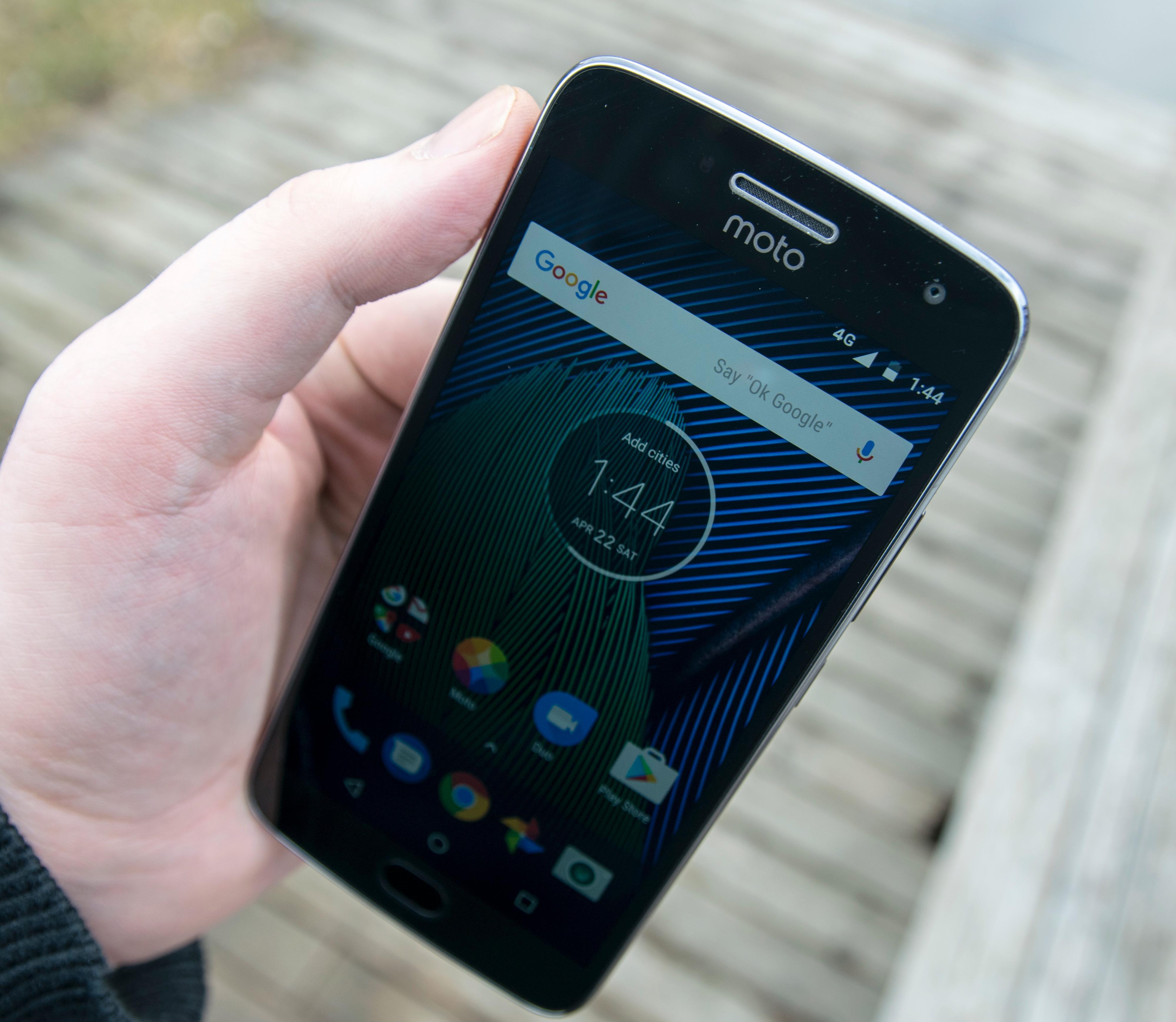 G5 Plus har stor og god skjerm på 5,2 tommer. Men det er det mange rimelige telefoner som har. De virkelige trekkplastrene skjuler seg andre steder.
