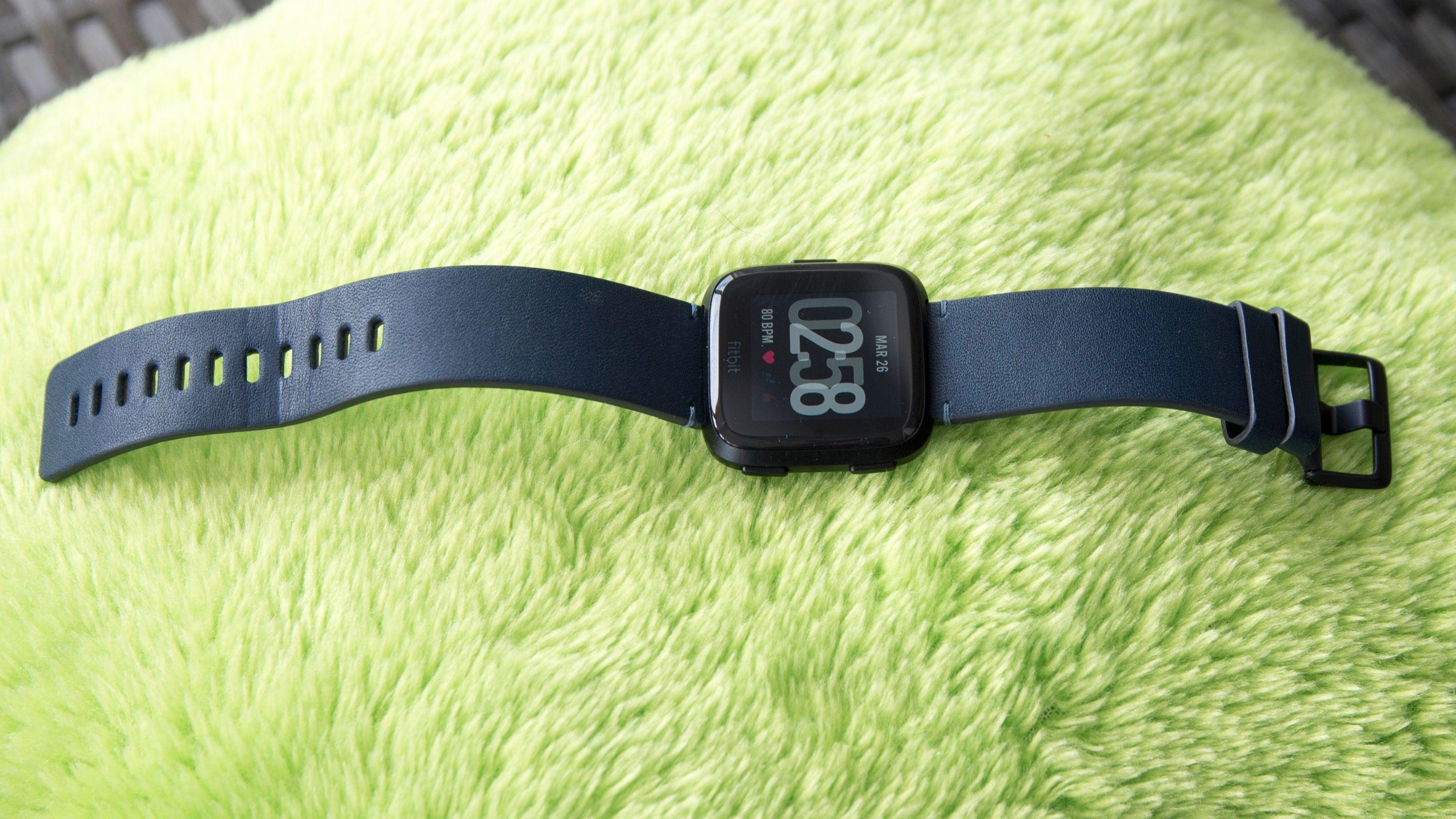 Fitbit Versa er kompakt og flott designet