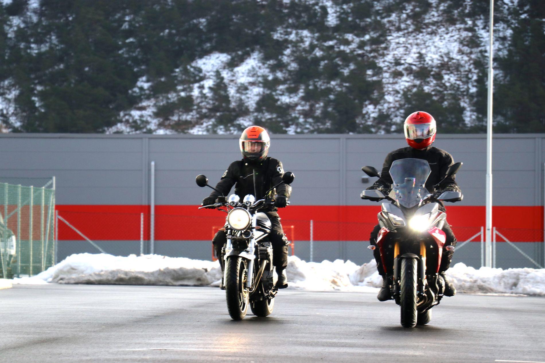 KJØPTE BRUKT: – Med lappen, sykkel og nødvendig sikkerhetsutstyr kom det på under 80 000 kroner. Men da kjøpte jeg sykkelen brukt, en 600 kubikk 1997-modell, sier Jostein Åsmul.