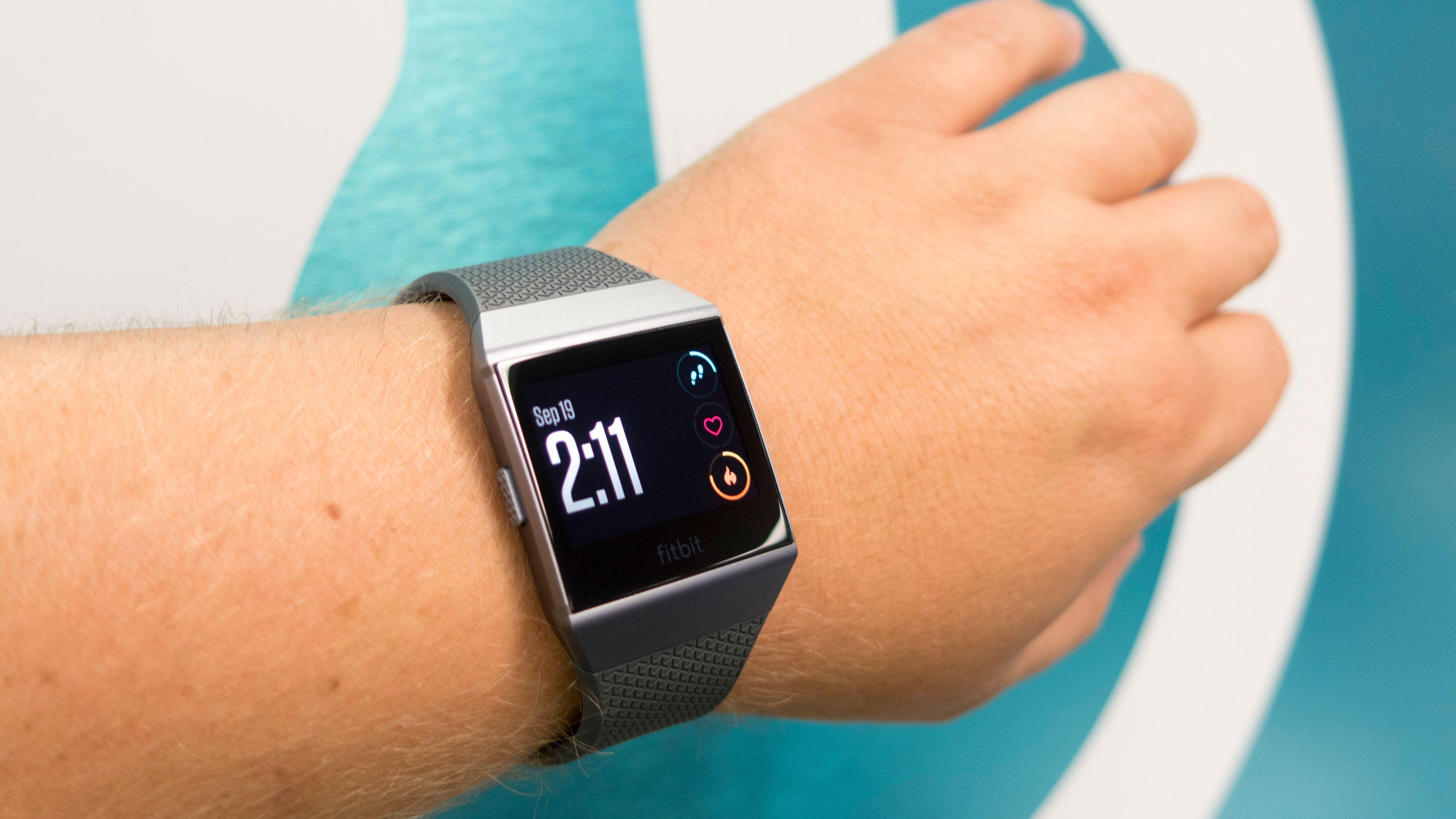 Fitbit gir rabatt på deres smartklokke Ionic for Pebble-kunder. Bilde: Ole Henrik Johansen / Tek.no