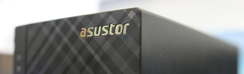Fronten på Asustors 10-serie har visse likhetstrekk med noen av Asus' rutere. Foto: Vegar Jansen, Tek.no
