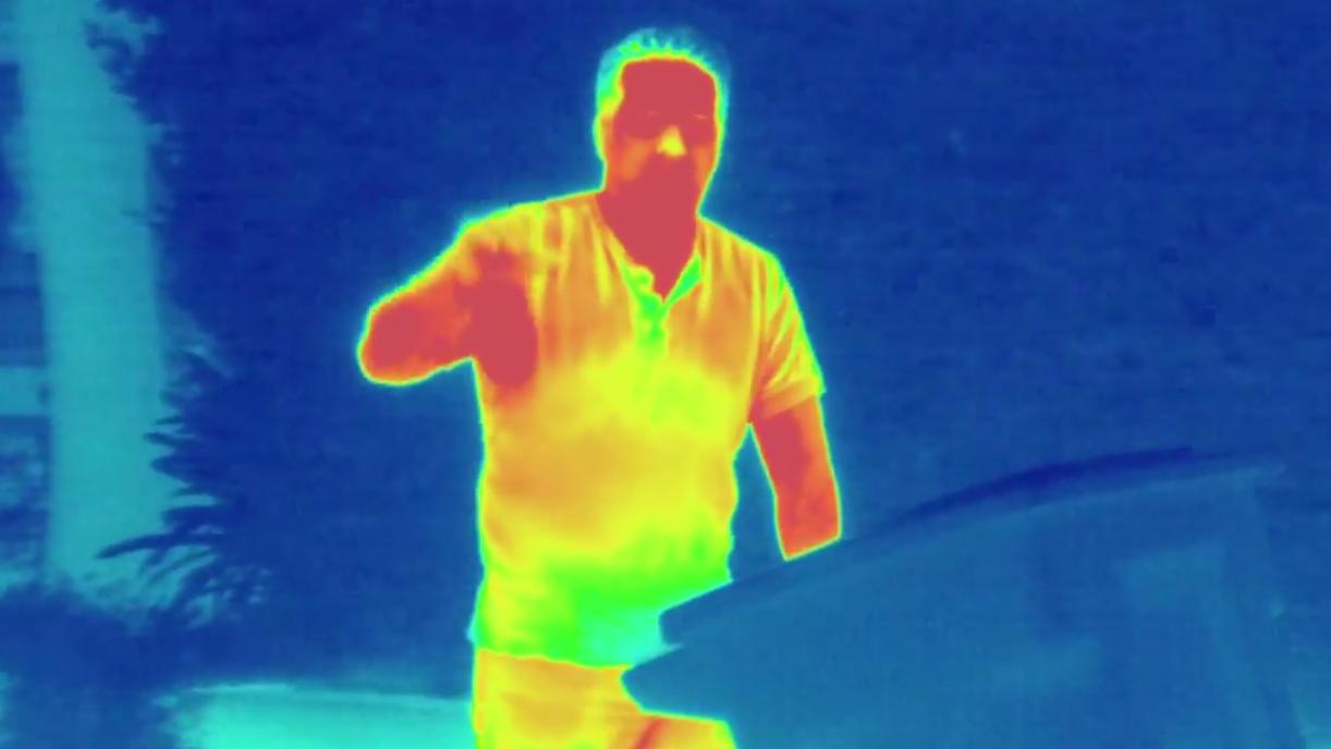 Slik ser det ut når du filmer med det varmesøkende kameraet.Foto: Seek Thermal/YouTube