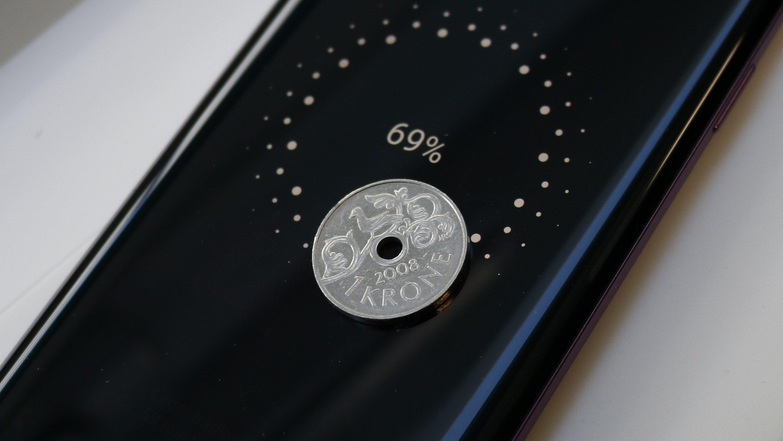 Så mye koster det å lade en mobil til 100 prosent hver eneste dag i ett år