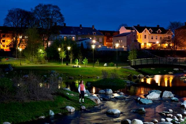 Locations rundt om i Trondheim og Oslo blir utgangspunktet for runder med tegneblokka, før planene virkeliggjøres.
