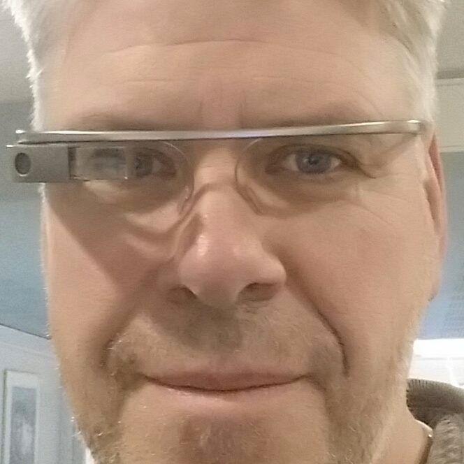 Kollega Espen Swang tester ut Google Glass ved en tidligere anledning.Foto: Espen Irwing Swang, Tek.no
