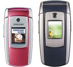 Samsung M300 (til venstre) er 1 cm kortere enn E700.
