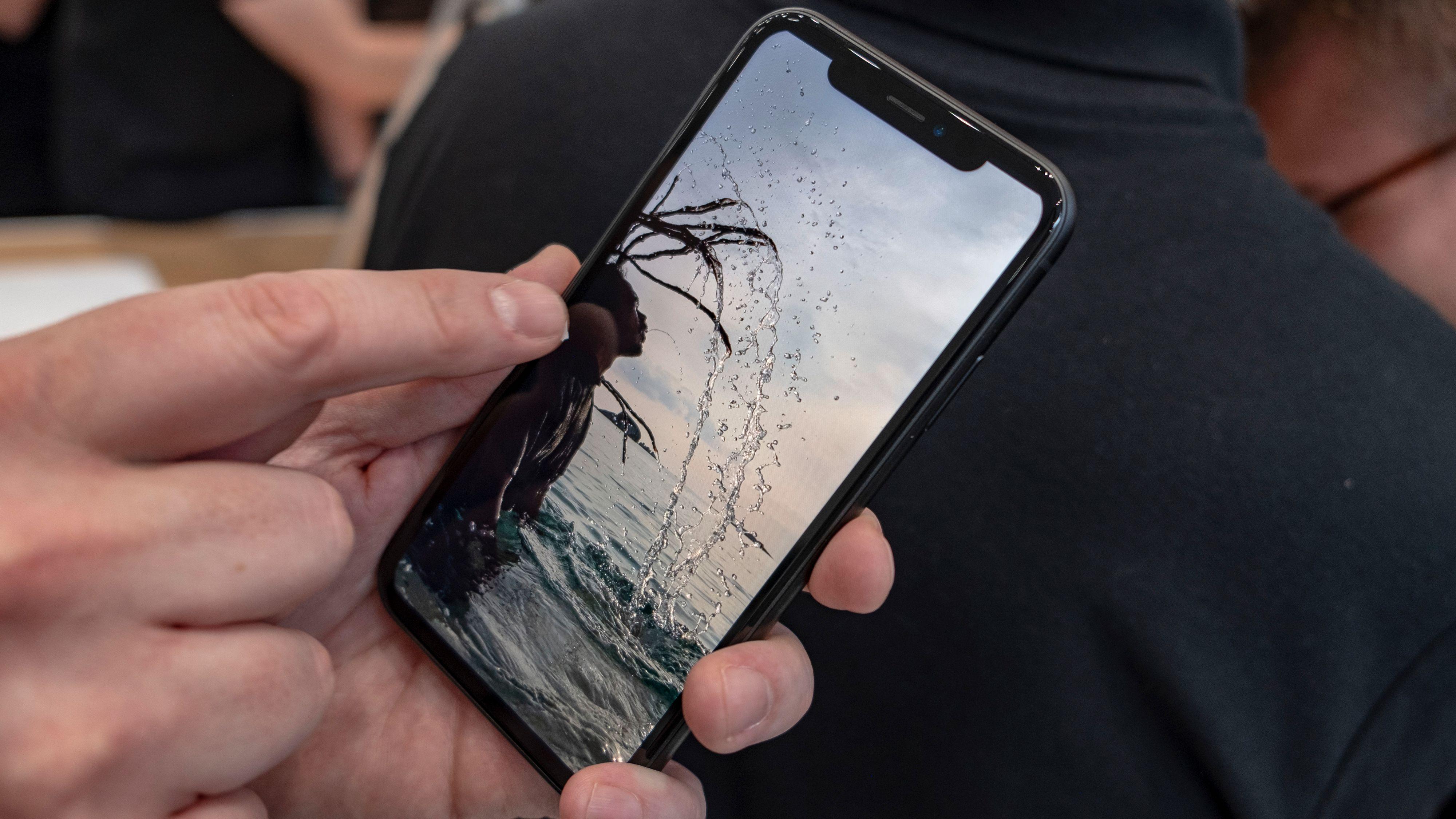 Dette står r-en i iPhone Xr for