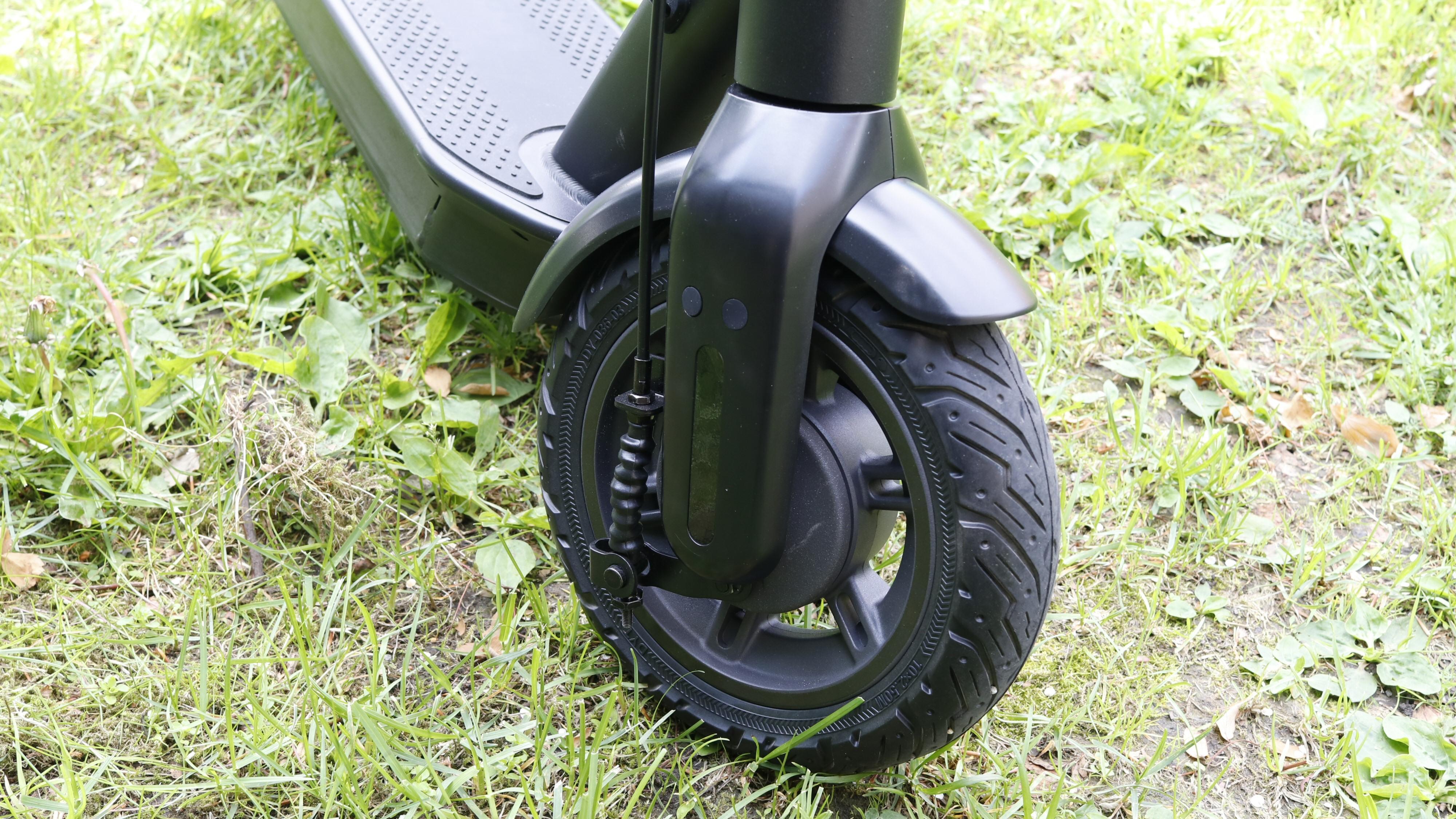 Forhjulet har trommelbrems.
