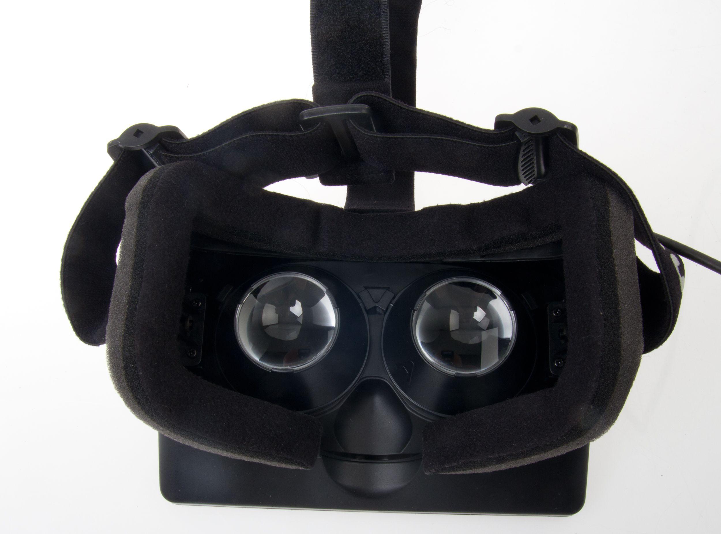 Linsene inni Oculus VR kan skiftes ut, som er til stor hjelp for nærsynte.Foto: Rolf B. Wegner, Hardware.no