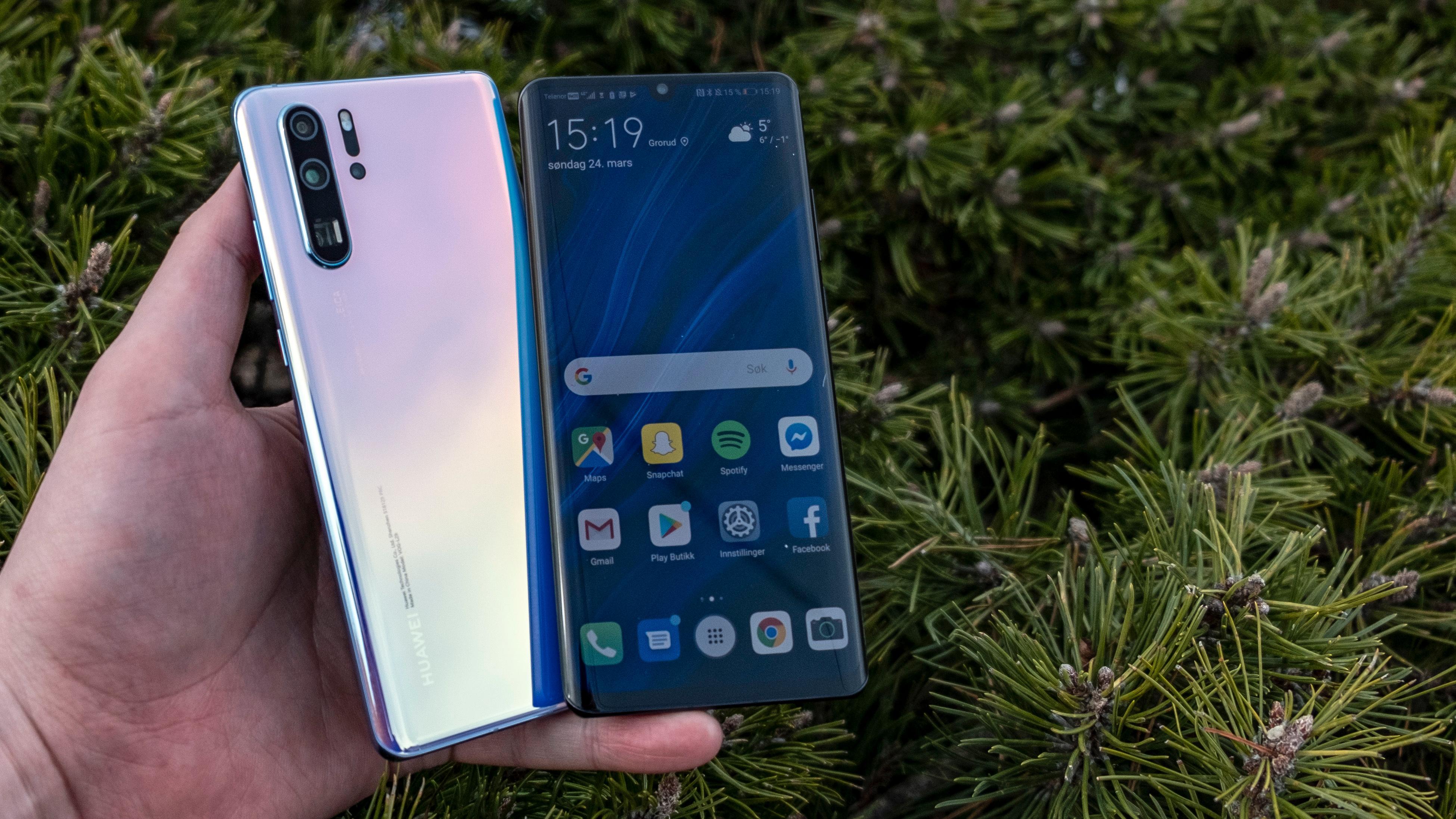 Skjermen i P30 Pro er litt større enn den var i P20 Pro, men størrelsen på selve telefonen har ikke økt så mye. Litt spissere kanter gjør at det føles litt mer massiv enn sin forgjenger.